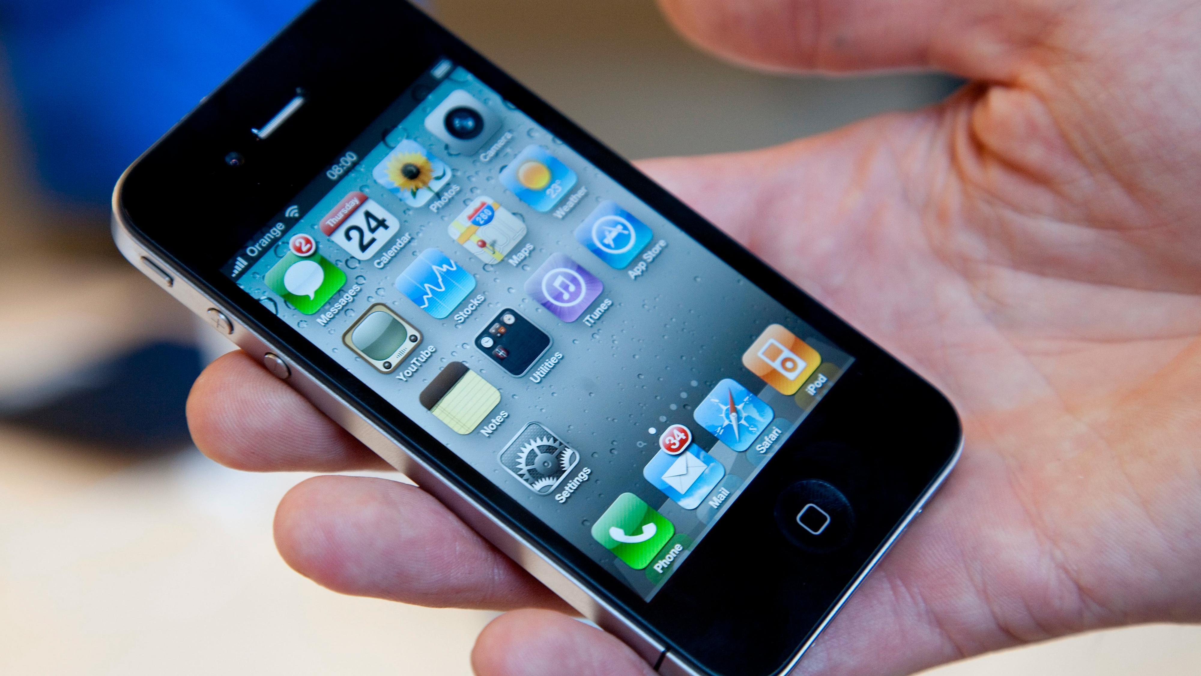 iPhone 4 og 5 hadde metallramme mellom to glassflater, og det er i praksis det Apple ser ut til å gjenopplive med kommende iPhone 12.