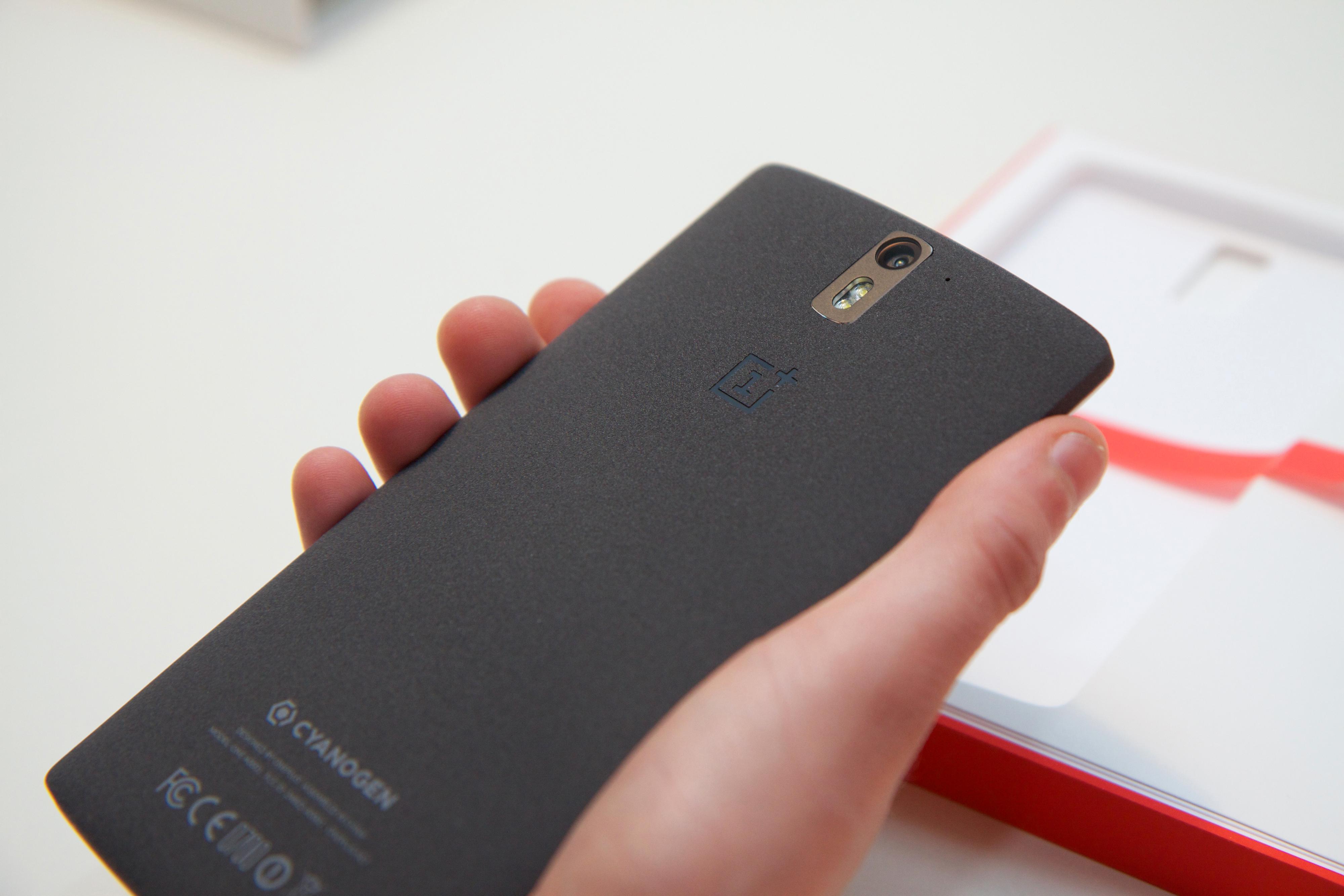 Den ruglete baksiden gjør OnePlus One god å holde i.Foto: Kurt Lekanger, Tek.no
