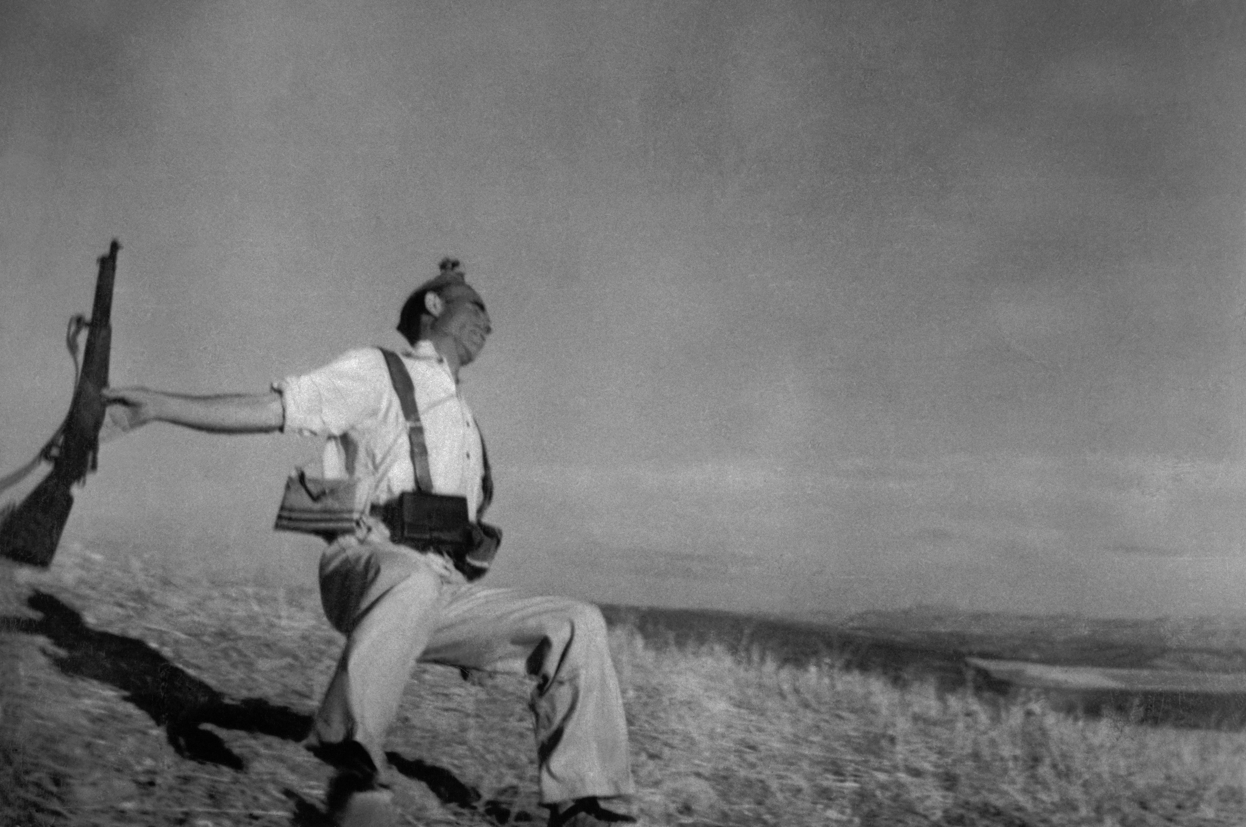 Death of a Loyalist Militiaman, Córdoba front, Spain, September 1936.Foto: Robert Capa/International Center of Photography/Magnum Photos, All Rights Reserved