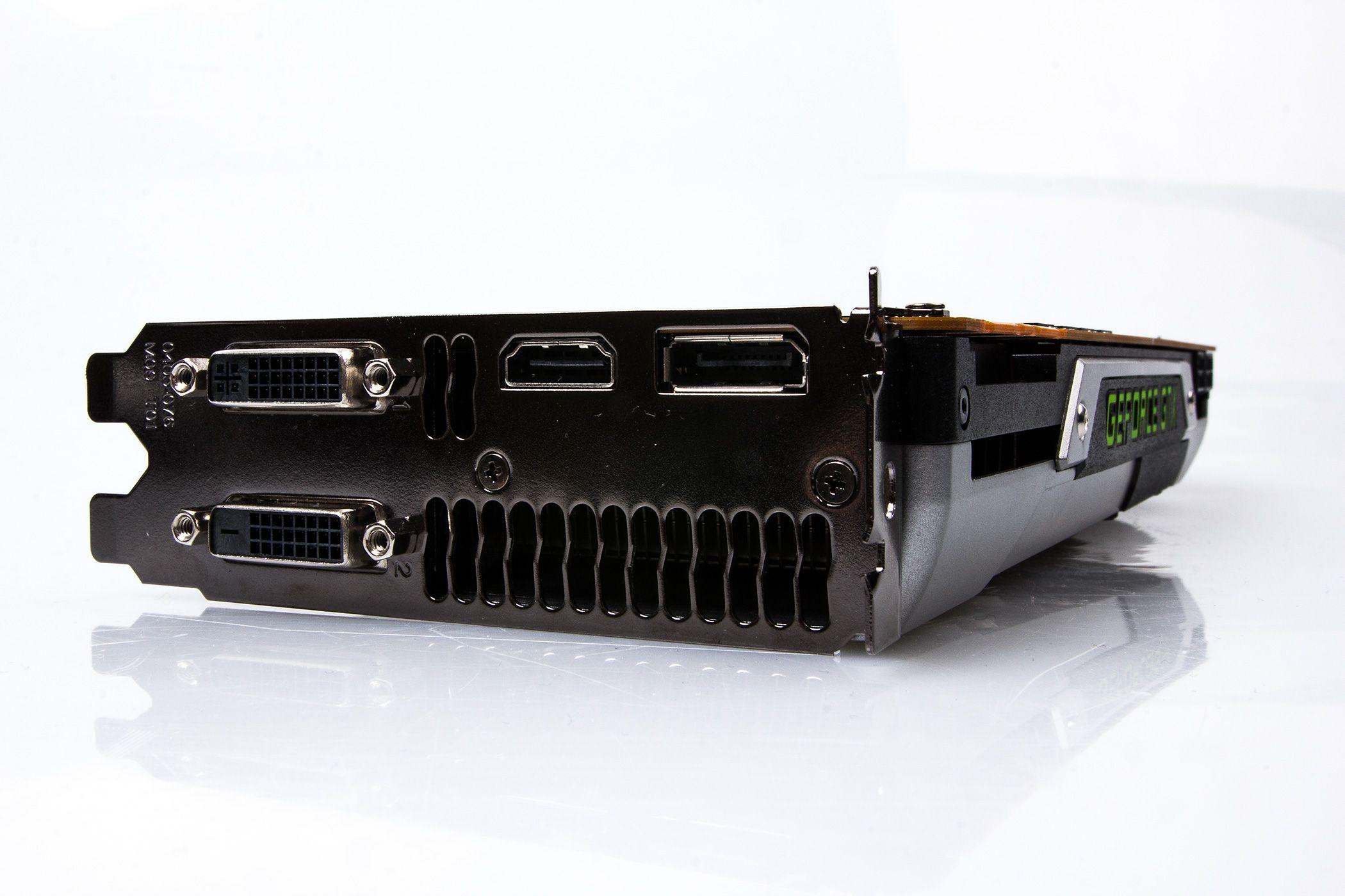 GTX Titan kan skilte med to DVI-utganger, så vel som HDMI og DisplayPort 1.2.Foto: Varg Aamo, hardware.no