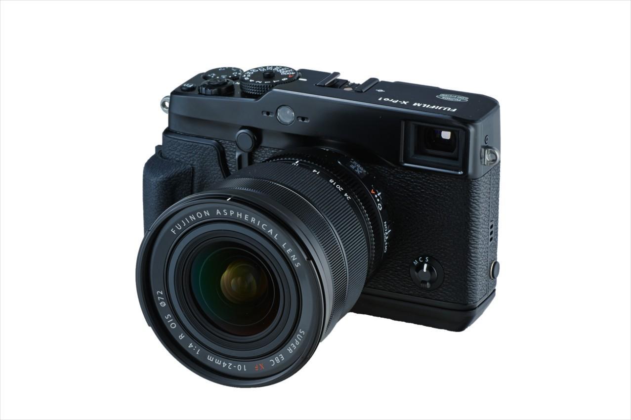 FUJINON XF 10 - 24 mm f/4 R OIS montert på Fujifilm X-Pro1.Foto: Fujifilm