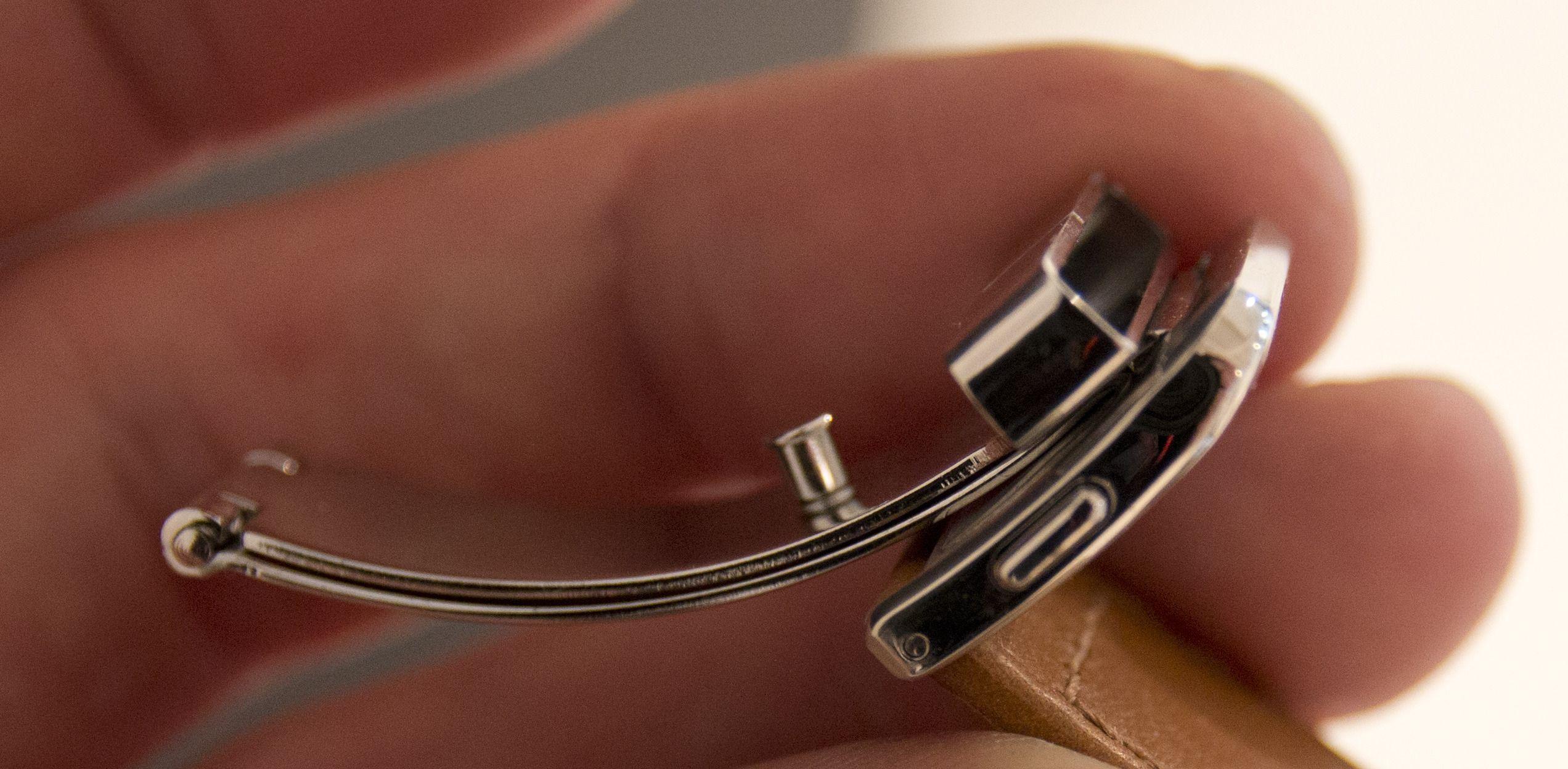Solid lås og rem.Foto: Rolf B. Wegner, Hardware.no