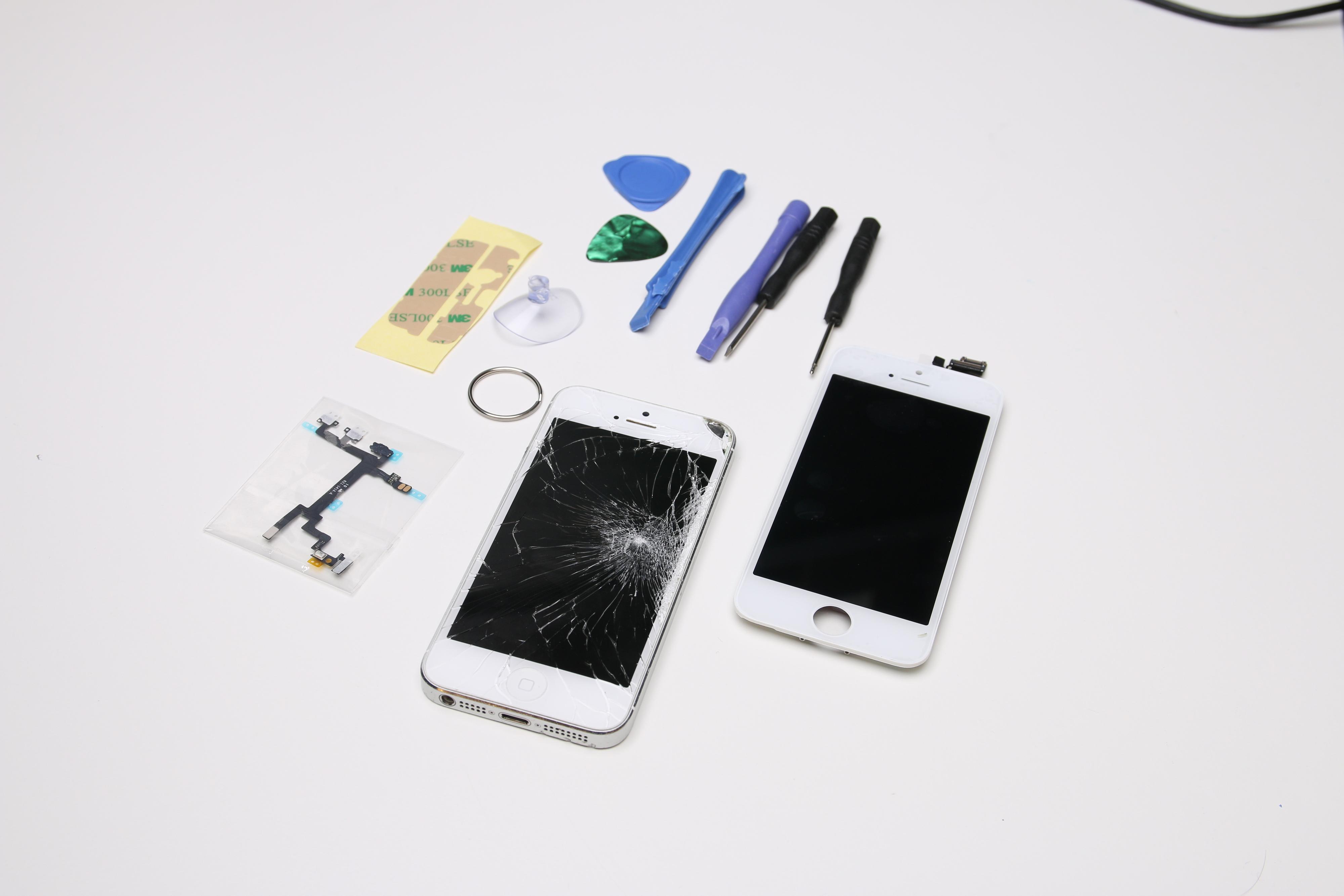 Her er delene vi bestilte på Ebay til vår iPhone 5. (Foto: Ole Henrik Johansen / Tek.no)