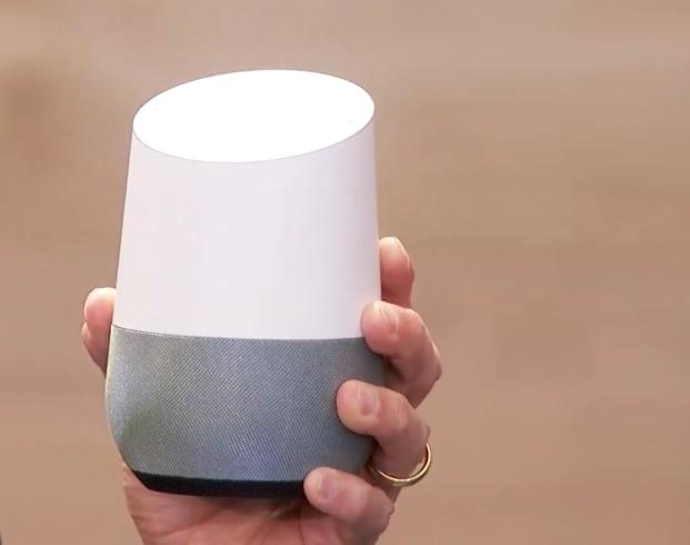 Google Home-produktene er små og kompakte. Ikke koster de mye heller. Bilde: Skjermdump/YouTube
