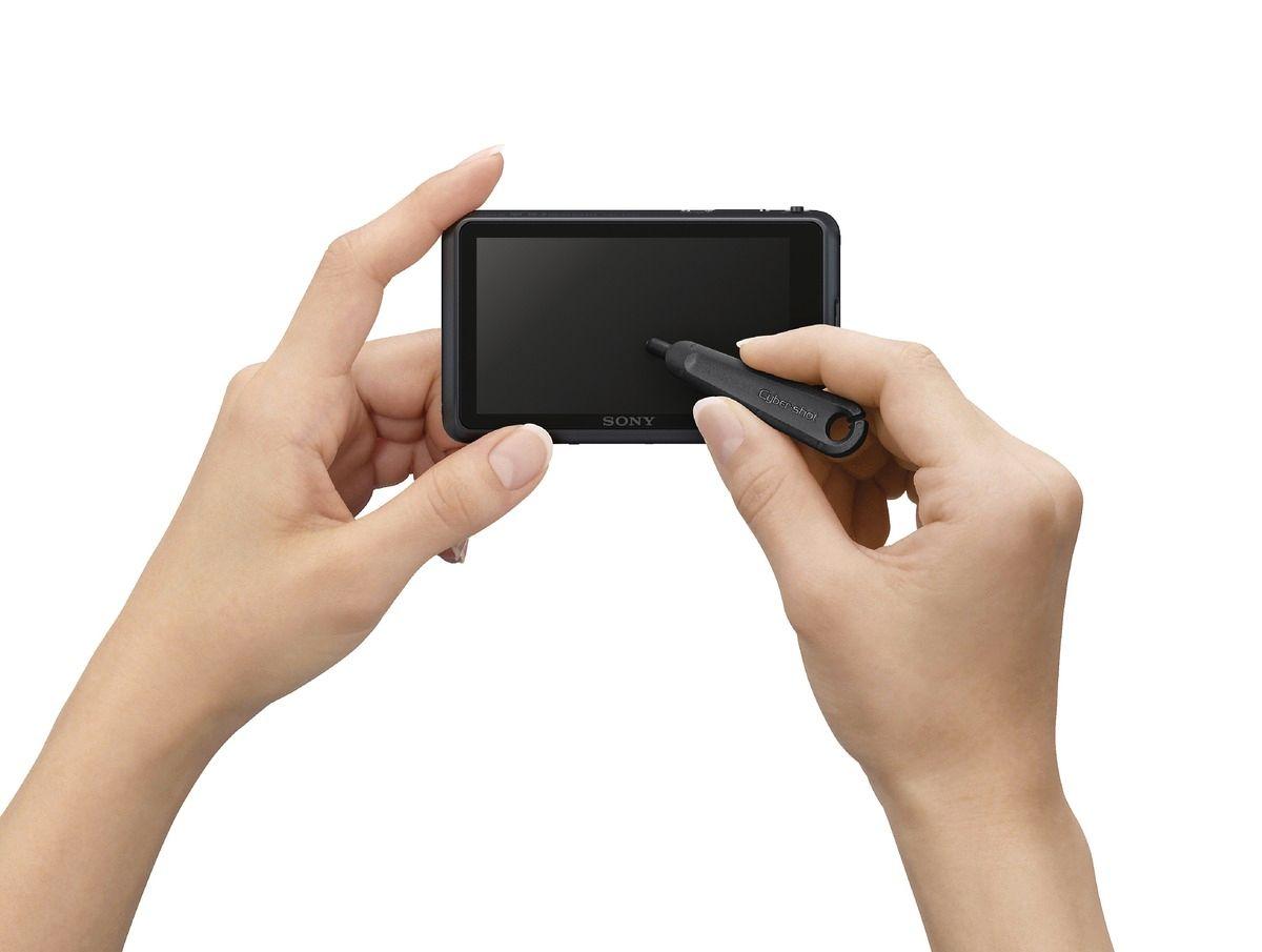 Du kan bruke enten fingeren eller medfølgende penn rett på skjermen.