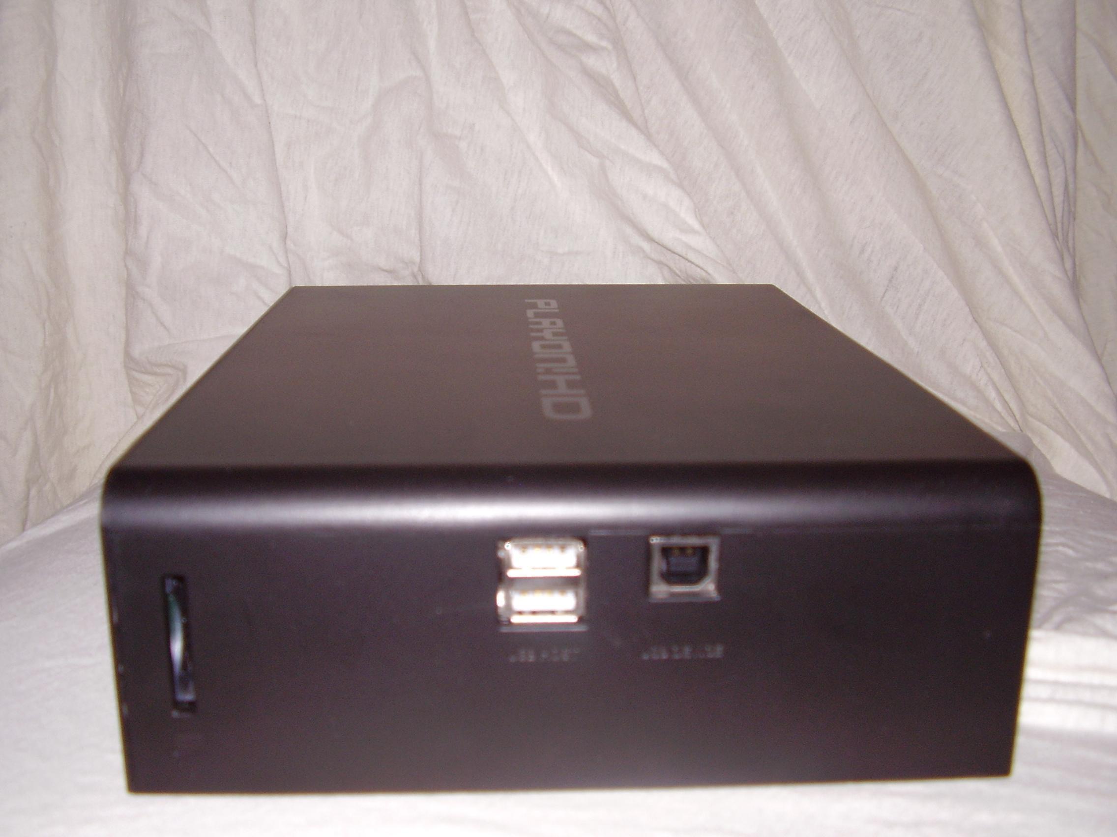 Storebror har USB-porter på siden.