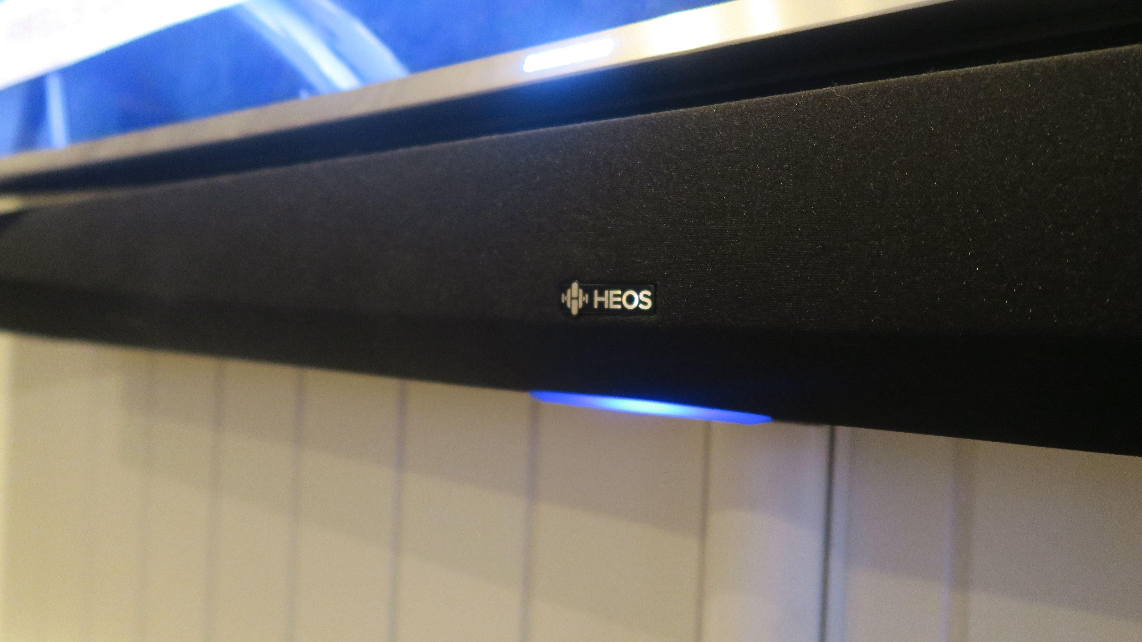 Den blå dioden avslører at enheten er tilkoblet nettverket ditt. Foto: Ole Henrik Johansen / Tek.no