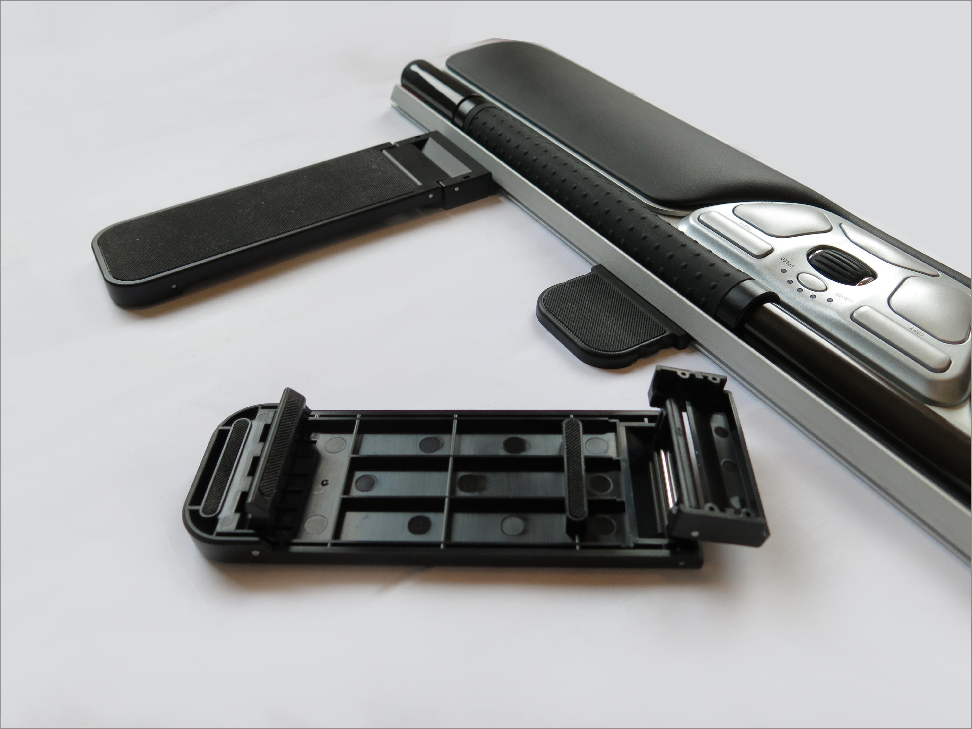 Du kan velge hvilken høyde og lengde du vil ha på festestykkene, slik at tastaturet kommer i rett høyde i forhold til rullemusa.Foto: Torstein Sørnes, Hardware.no