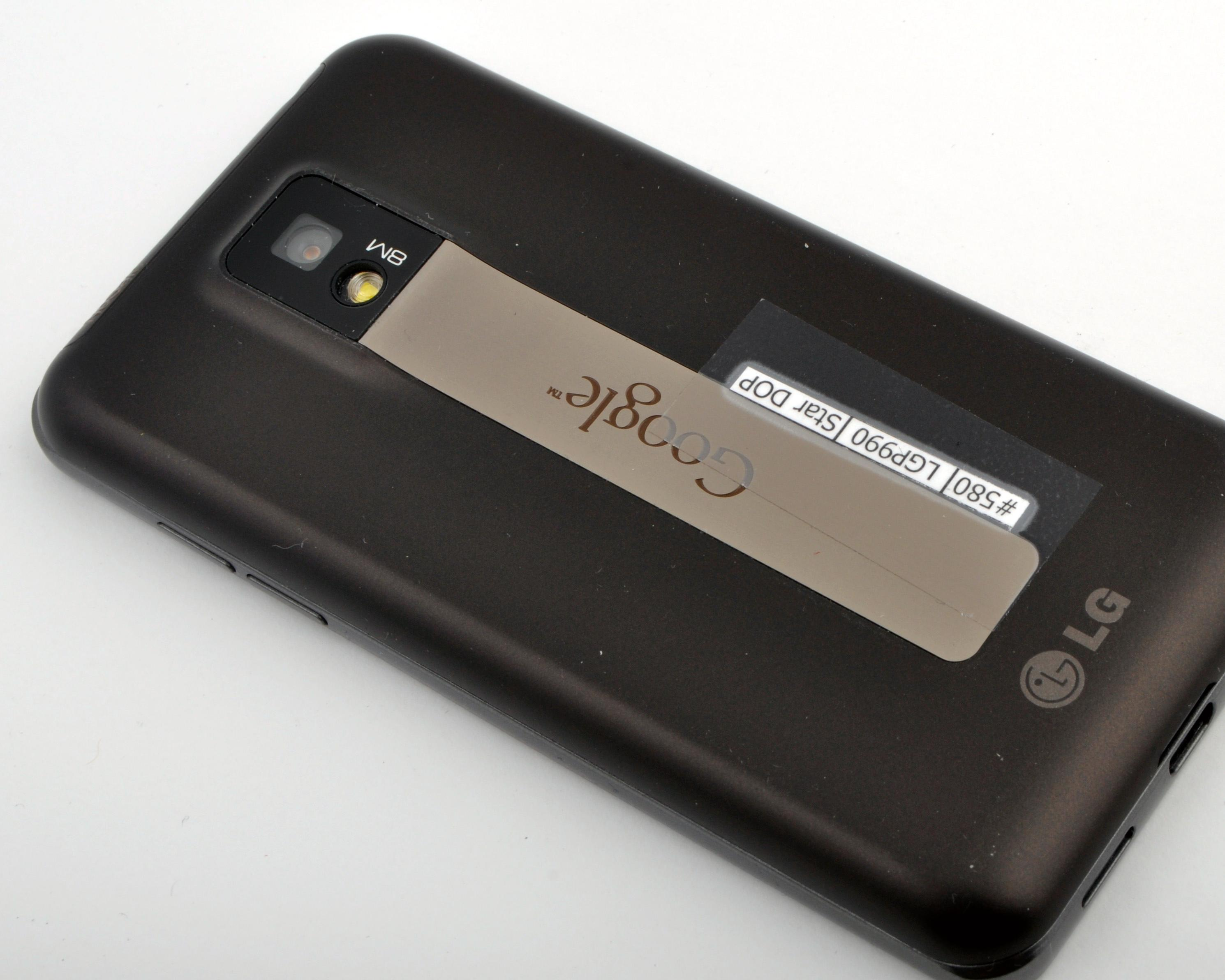Kameraet tar stillbilder i 8 megapikslers oppløsning, og man kan også filme video i full HD-oppløsning.