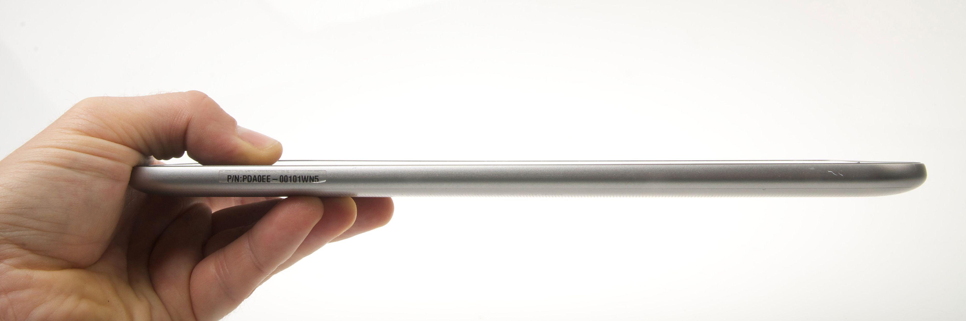 Vi skulle gjerne sett at Toshiba Excite Pro hadde vært noe tynnere. Foto: Kurt Lekanger, Amobil.no