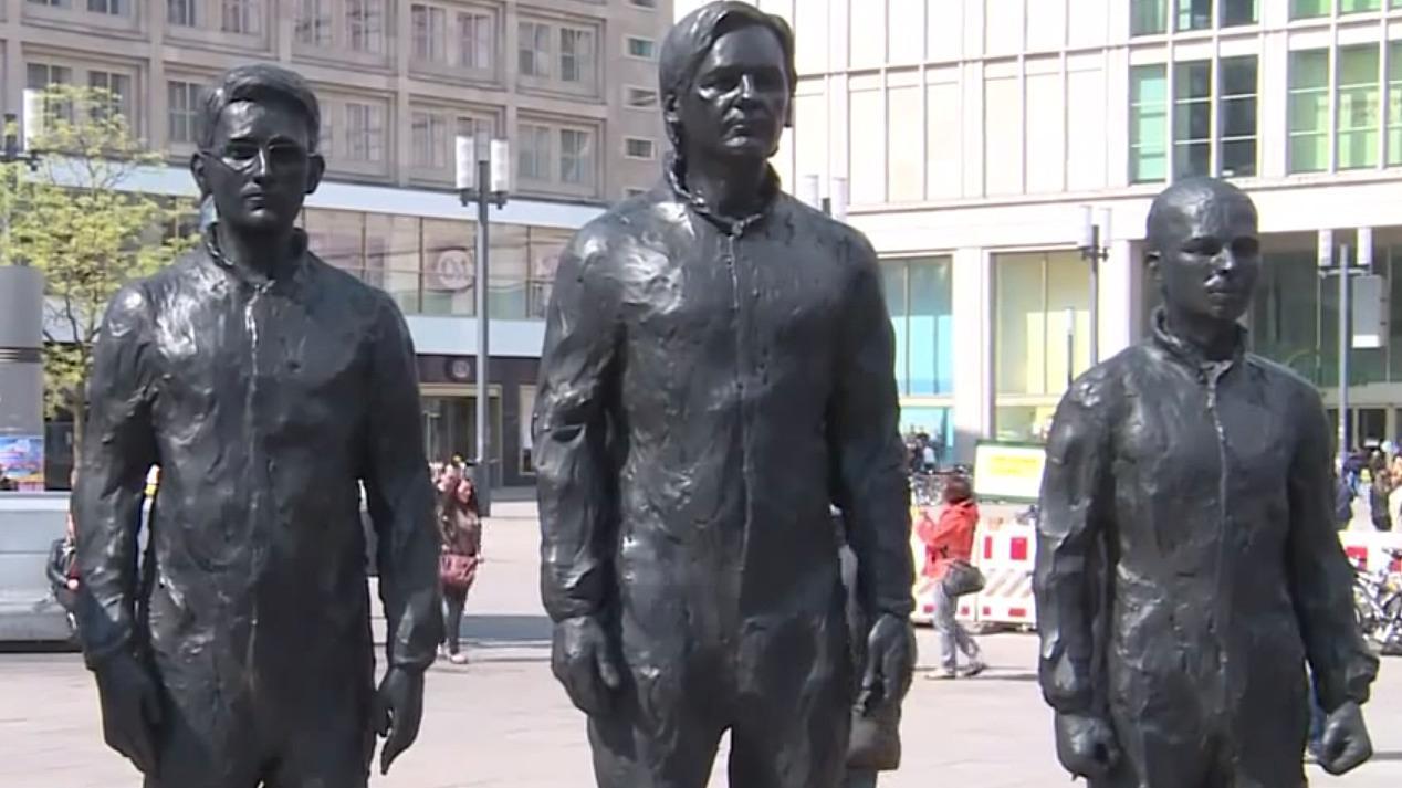 Snowden, Assange og Manning har fått statuer i Berlin