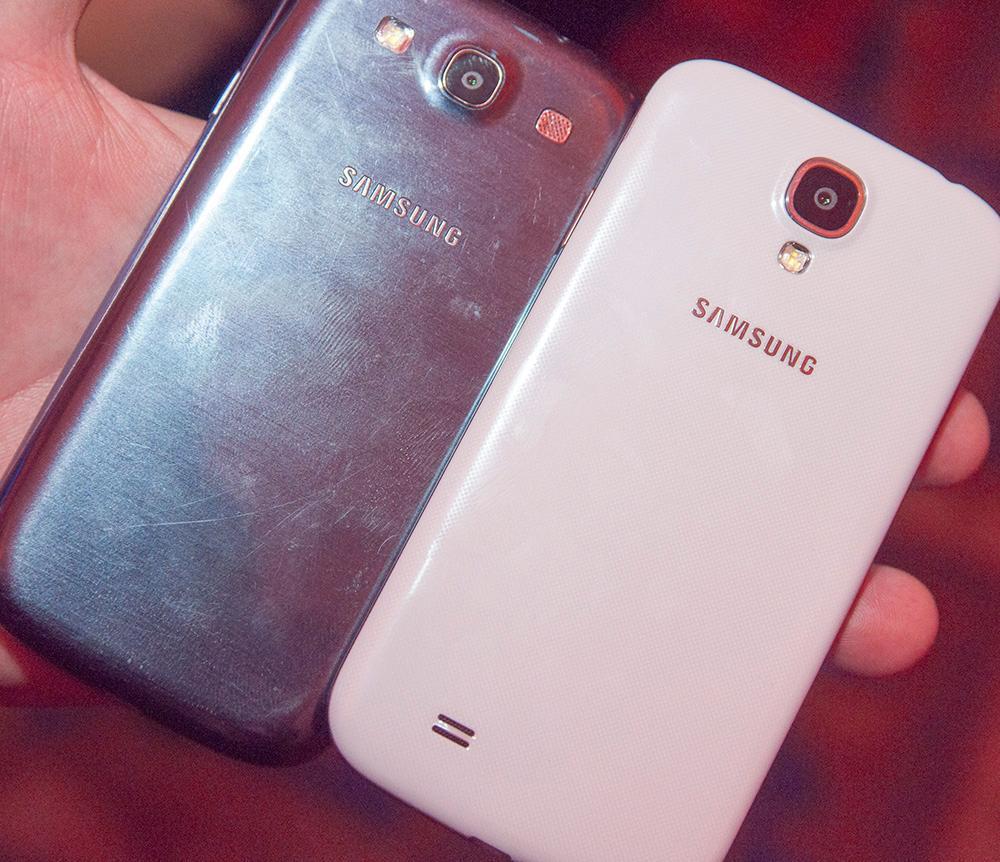 Galaxy S4 har større skjerm enn forgjengeren, men selve telefonen har ikke blitt noe større.Foto: Finn Jarle Kvalheim, Amobil.no