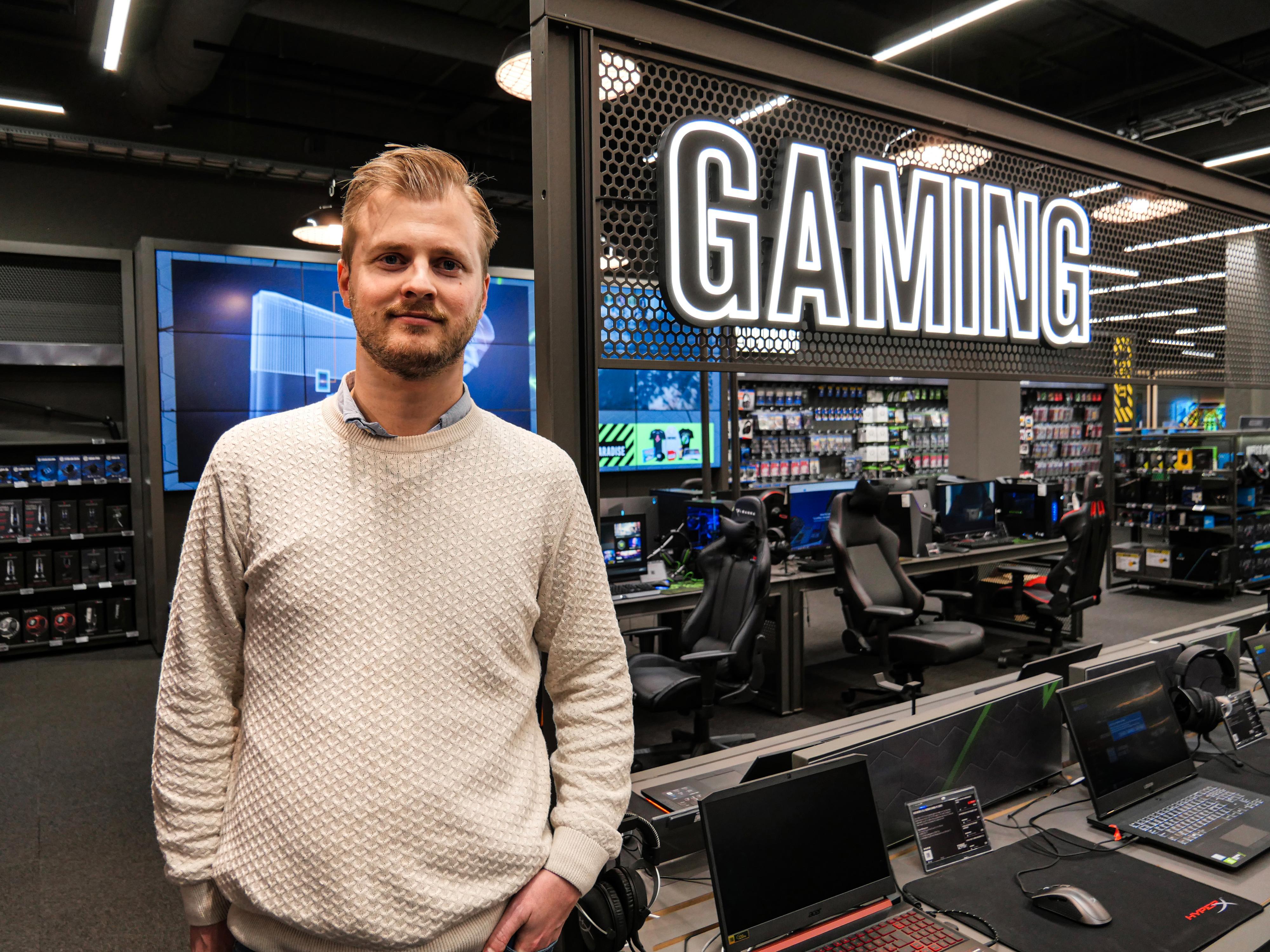 Nils Martin Øyo, Gamingsjef i Elkjøp, sier de har funnet flere forsøk på juks, men at de har kontroll på situasjonen.