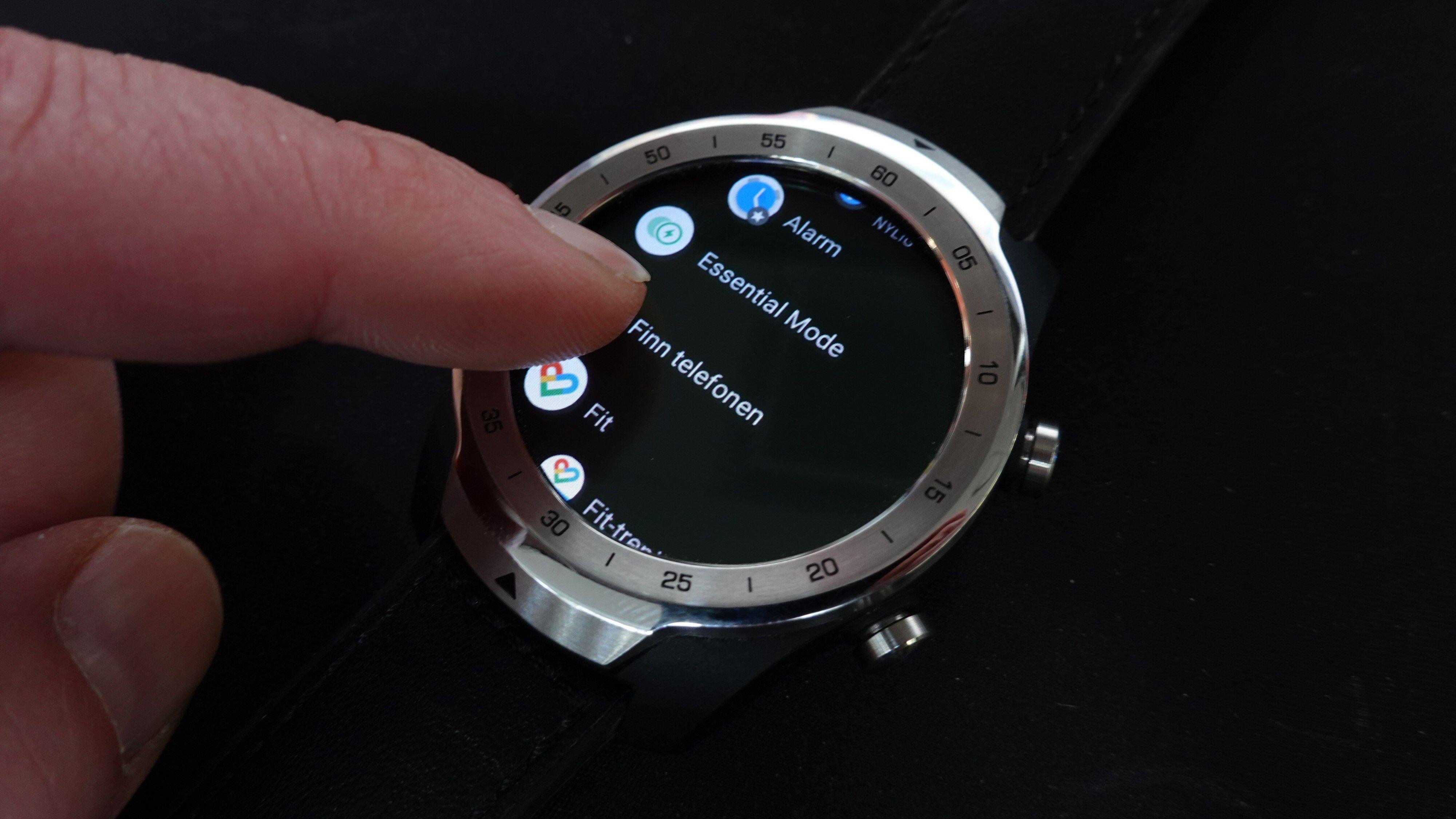 Wear OS kjører apper som kan lastes ned fra Googles Play-butikk.