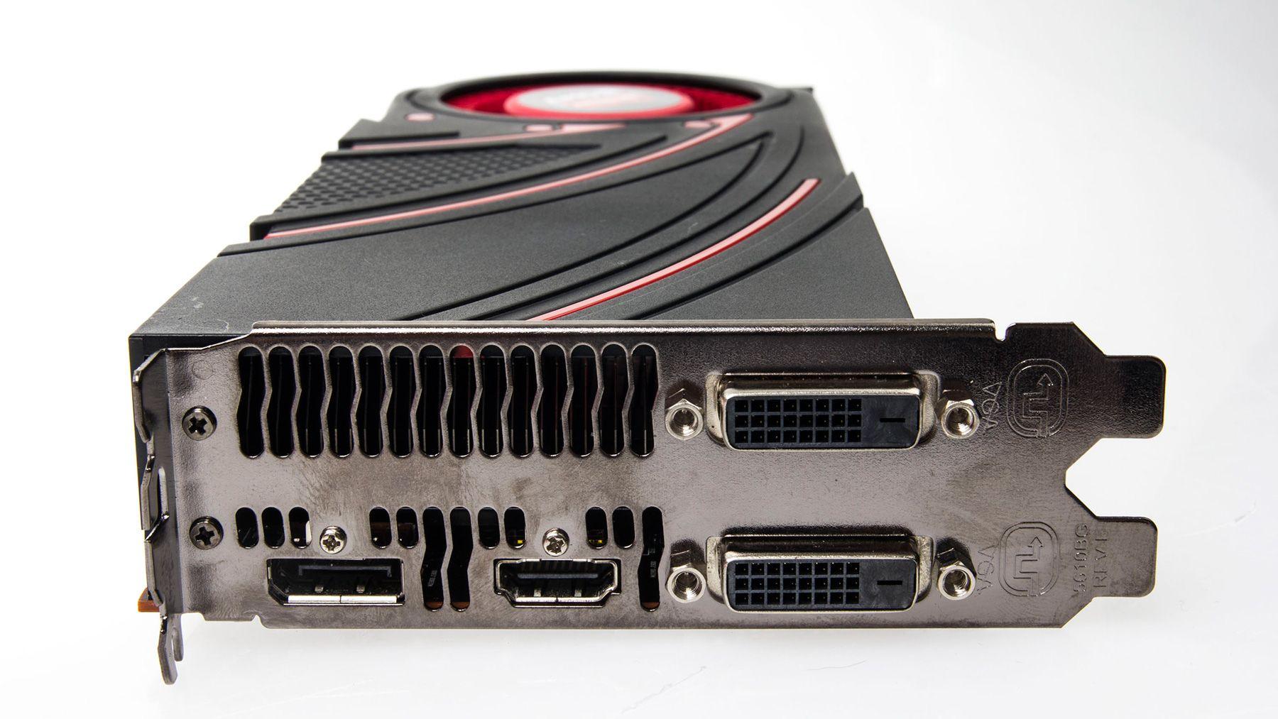 DVI-utganger, DisplayPort og HDMI er fast takst, men nå forsvinner støtten for VGA-kontakten.Foto: Varg Aamo, Hardware.no
