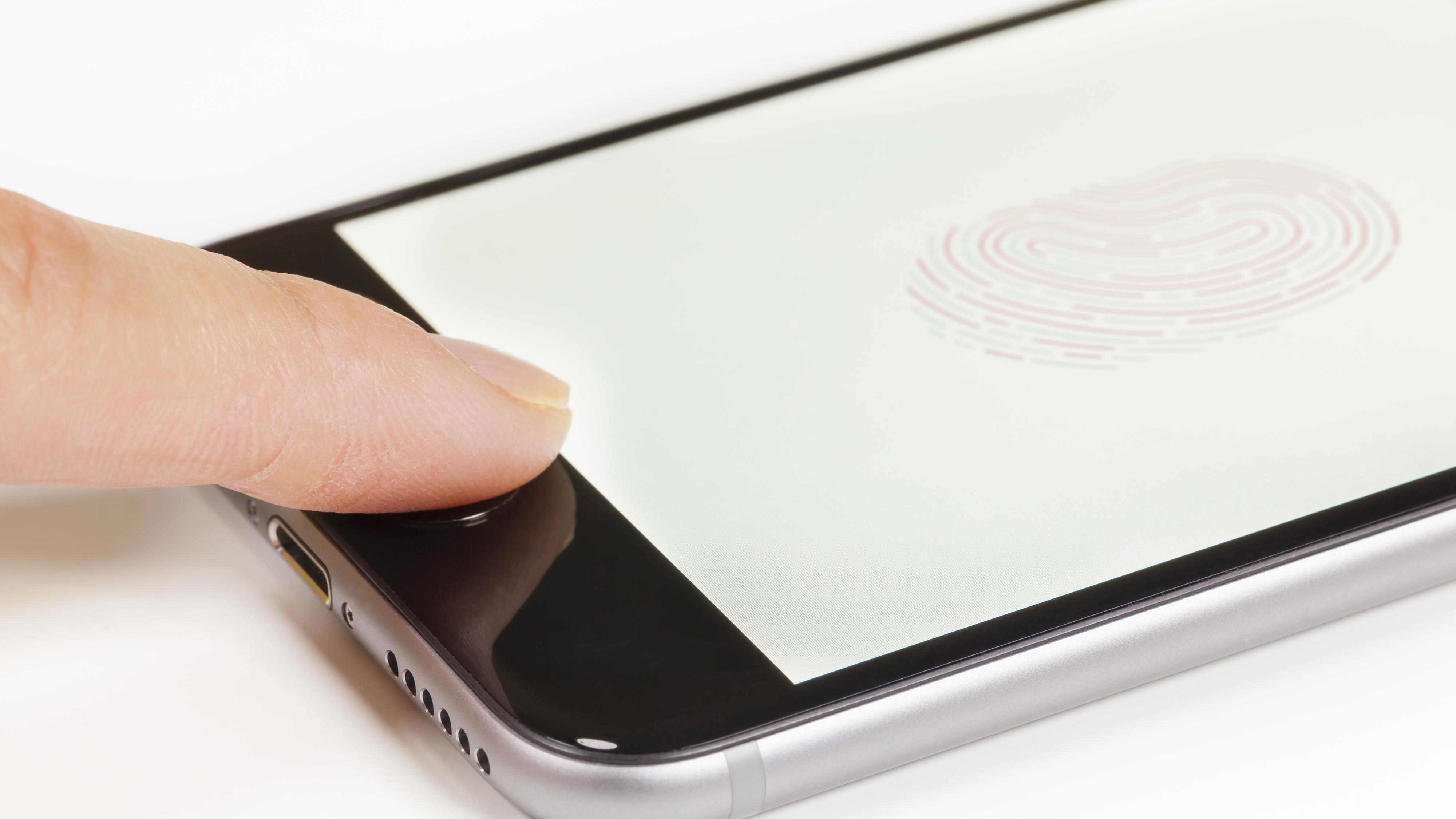 Norsk kvinne kan bli tvunget til å låse opp mobilen sin med fingeravtrykk