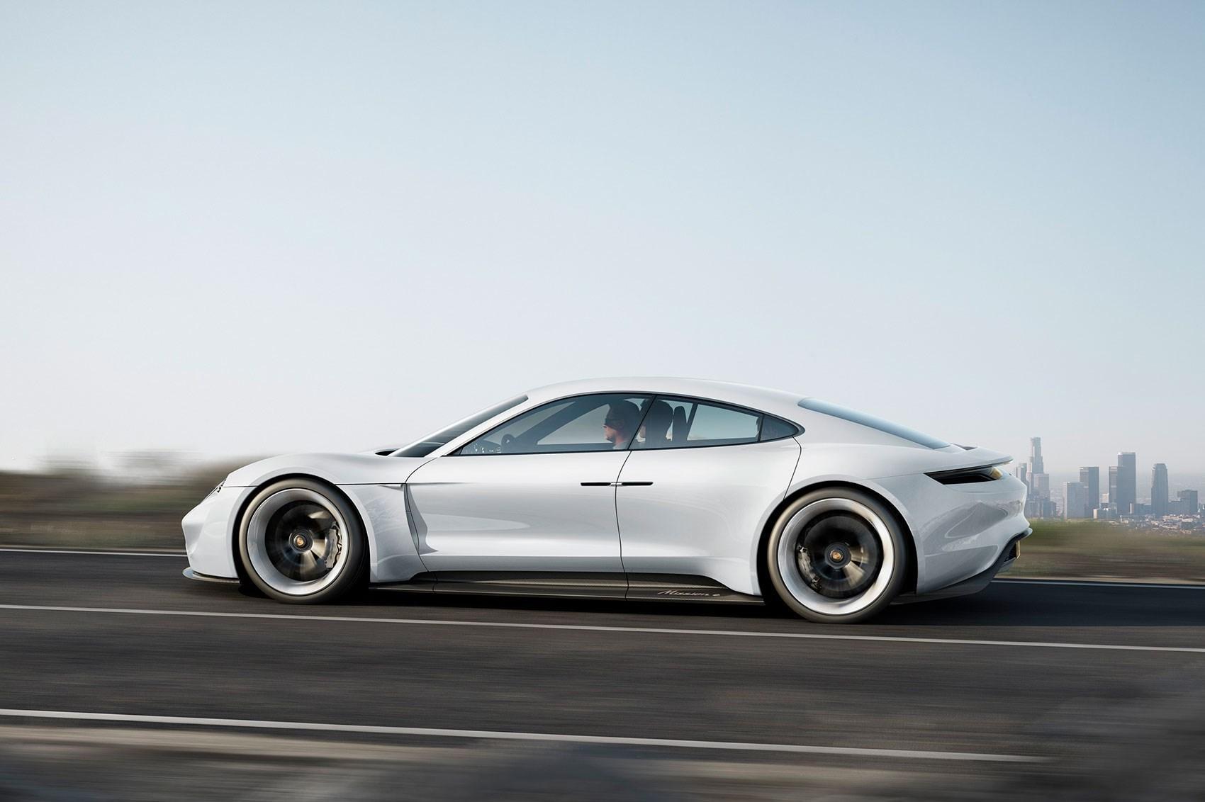 Porsche Mission E - ikke CUV-versjonen. Bilde: Porsche