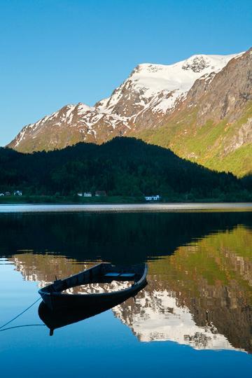 Soloppgang i nærheten av Hjørundfjorden. Med tradisjonelle filformater og tradisjonell hardware er det ikke mulig å gjengi situasjoner som dette på en