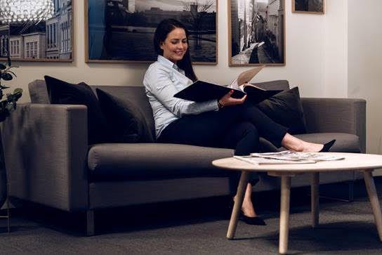 Kamilla Slettevoll hadde egentlig tenkt seg en karriere innen shipping, men er i dag glad for at hun havnet i eiendomsbransjen. – Målet er å bli så god som mulig og å hvede meg helt i toppen.