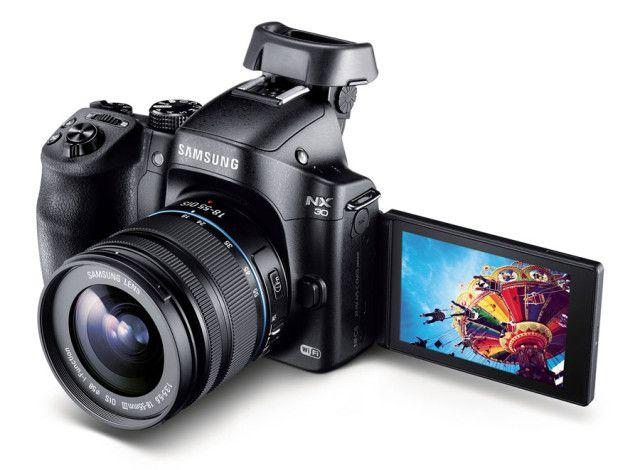 Med vridbar skjerm og elektronisk søker skal det mye til å få kink i nakken når du fotograferer med NX30.