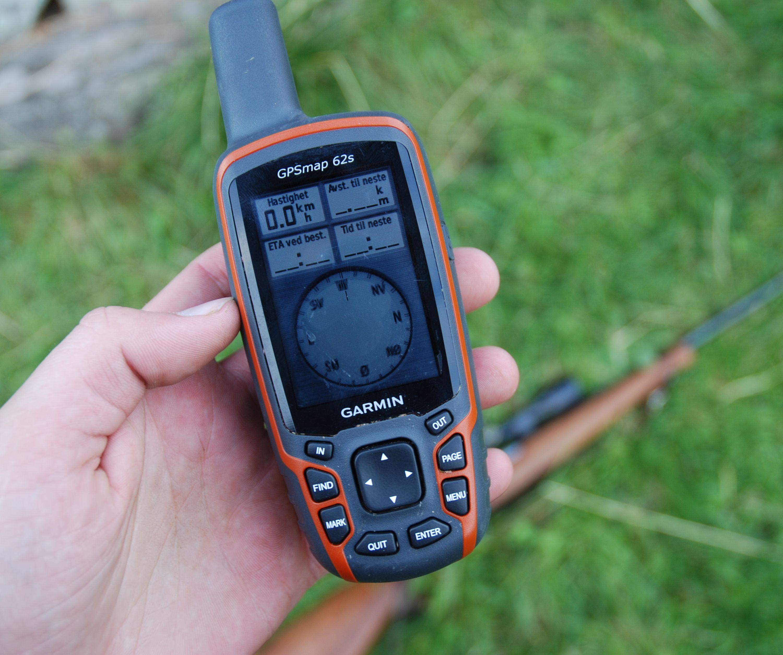 Her ser du et oversiktlig tastesett og et digitalt treakslet kompass i funksjon. 62s er et fullverdig GPS-verktøy for de fleste turer.