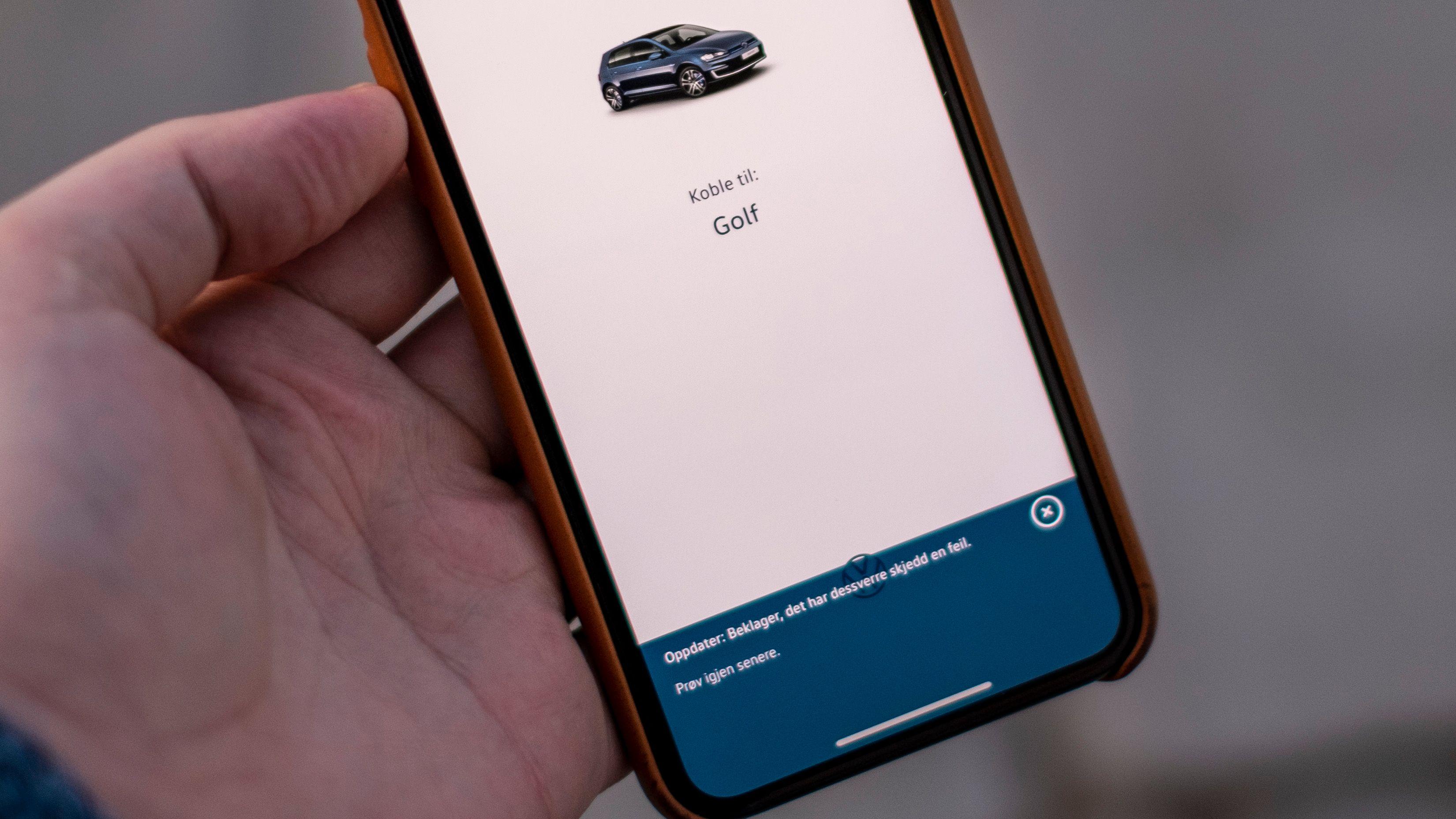 Det veldig ofte ett eller annet som står i veien for å fjernstyre oppvarmingen i bilen eller å sjekke om den er låst. Optimalt sett skal appen funke - men den er så ustabil at man slett ikke kan basere seg på den.