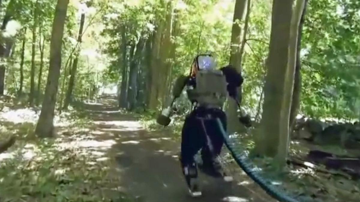 Bli med ut på skogstur med roboten Atlas