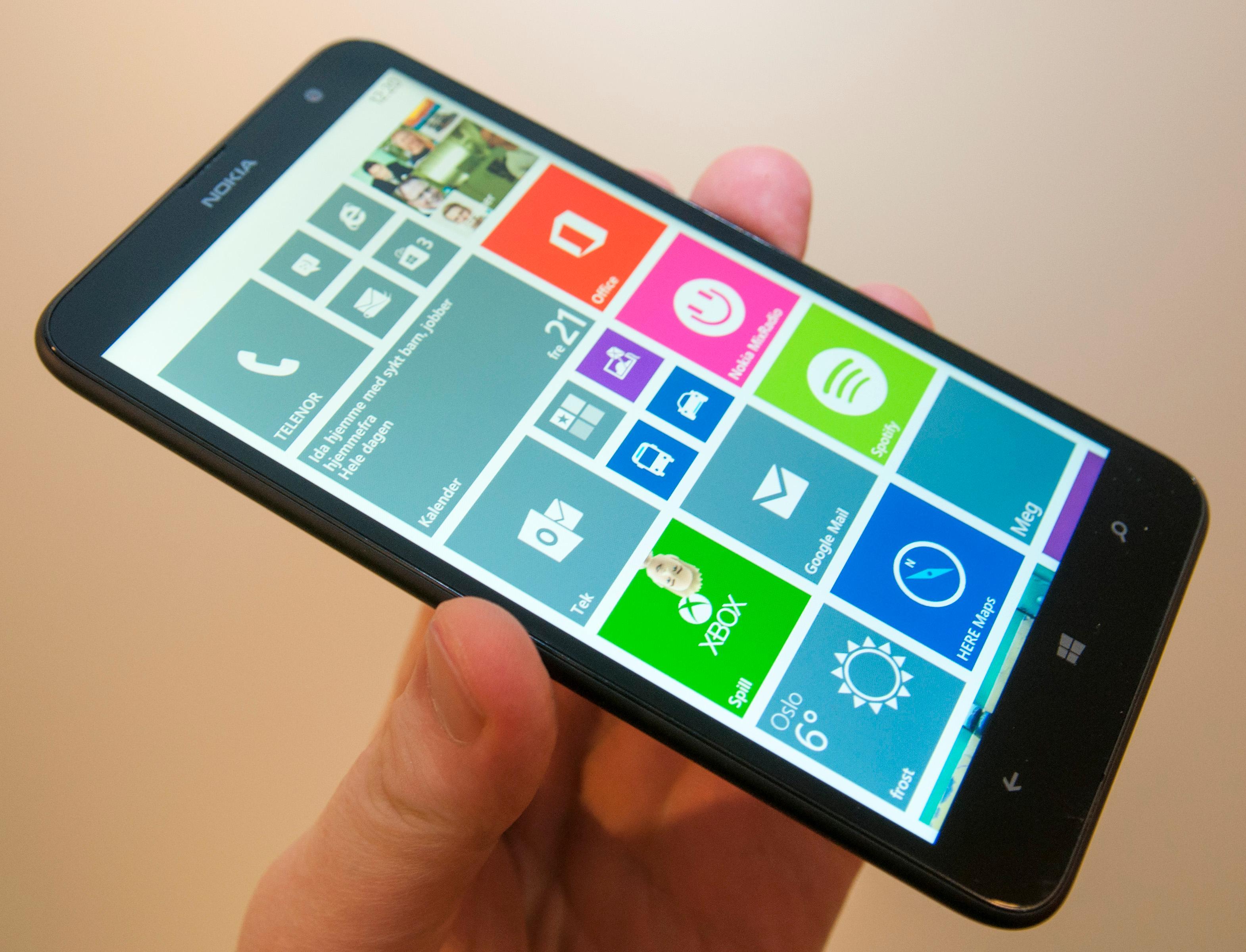 Helt siden Microsoft lanserte Windows Phone har undertegnede likt designen godt. Det er så fargerikt og pent, at det tilfører litt utsmykking til telefoner som ellers ser litt kjedelige ut.Foto: Finn Jarle Kvalheim, Amobil.no