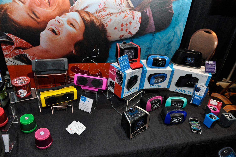 Mobilhøyttalere i ulike farger og former.