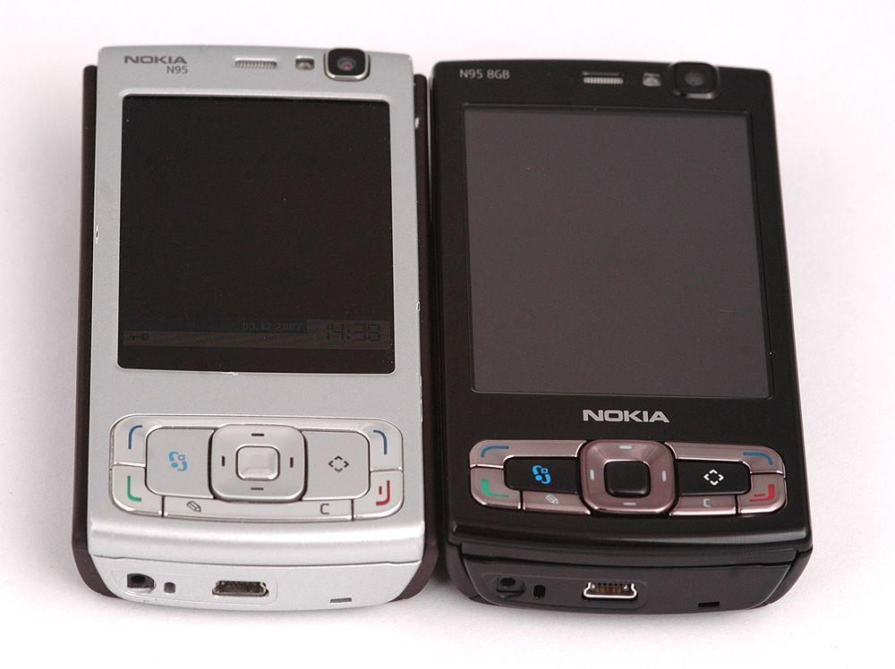 Skjermen på N95 8GB (til høyre) er merkbart større enn på den forrige utgaven.
