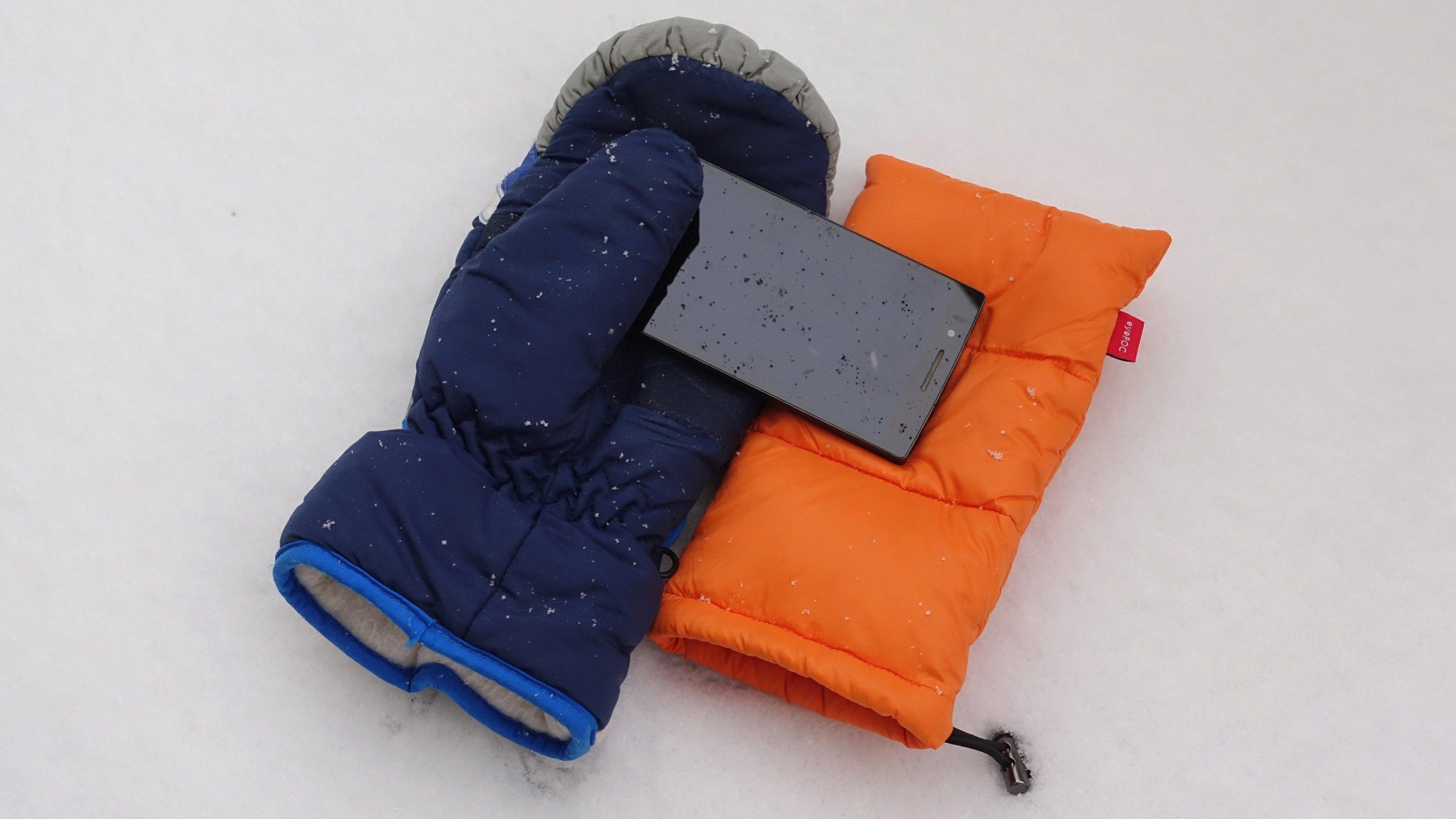 Hjelper det å putte mobilen i en vott, eller en dedikert termopose, når det blir kaldt?