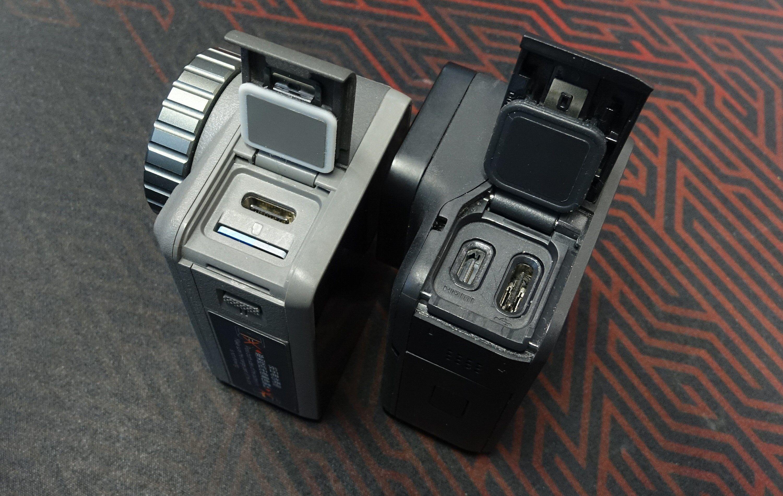 Bak sideluken finner vi USB-porten og plass til minnekort hos Osmo Action, mens Hero7 Black har en micro-HDMI-port og USB-port.