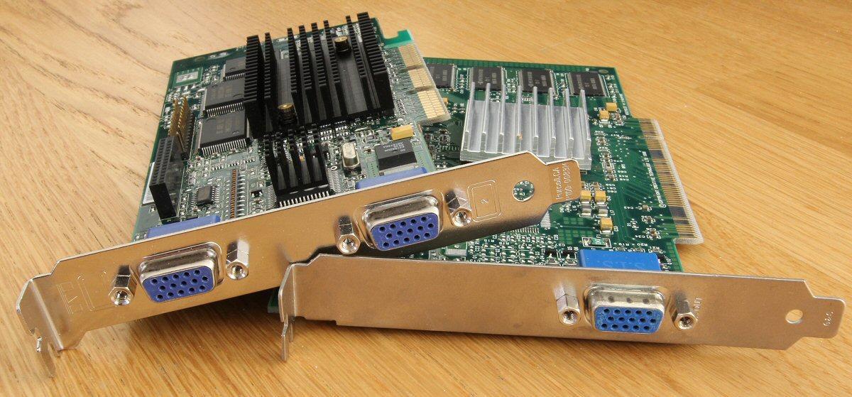 Nvidia Riva TNT (under) og Matrox G400. Førstnevnte har PCI-grensesnitt og gjør fremdeles tjeneste i hjemmeserveren.Foto: Vegar Jansen, Hardware.no