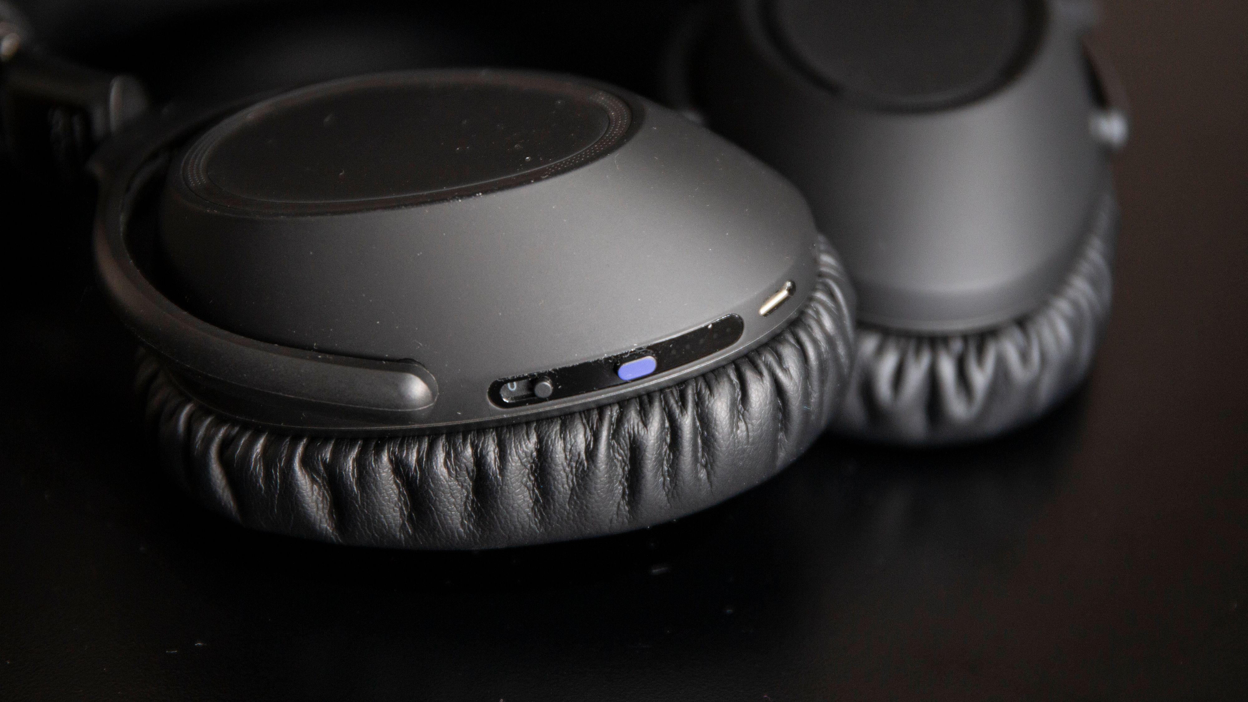 Adapt 660 må sies å være et svært minimalistisk par hodetelefoner.