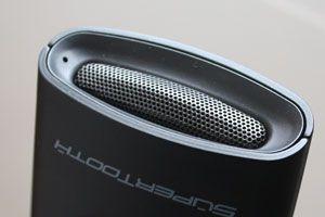 Den lille høyttaleren gir mye kraftigere lyd enn vi trodde den ville gjøre.