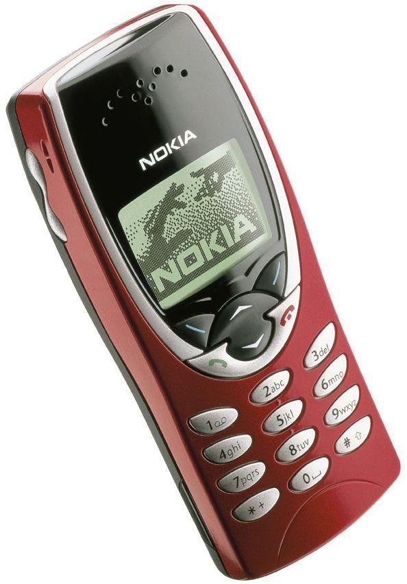Nokia 8210 har du sett tidligere i karusellen. her er den i rødt.