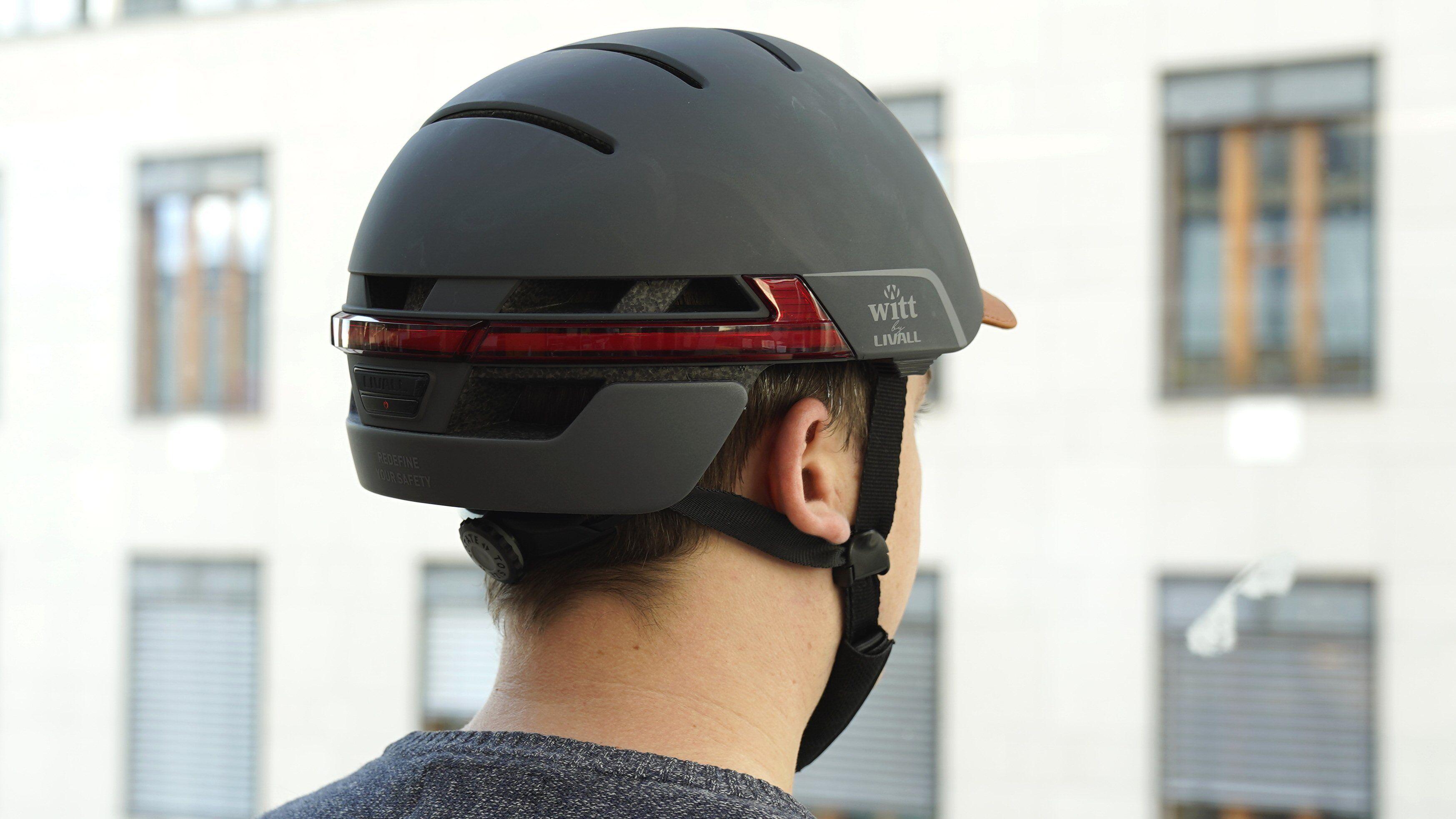 Nei, du MÅ ikke ha blinklys på hjelmen.