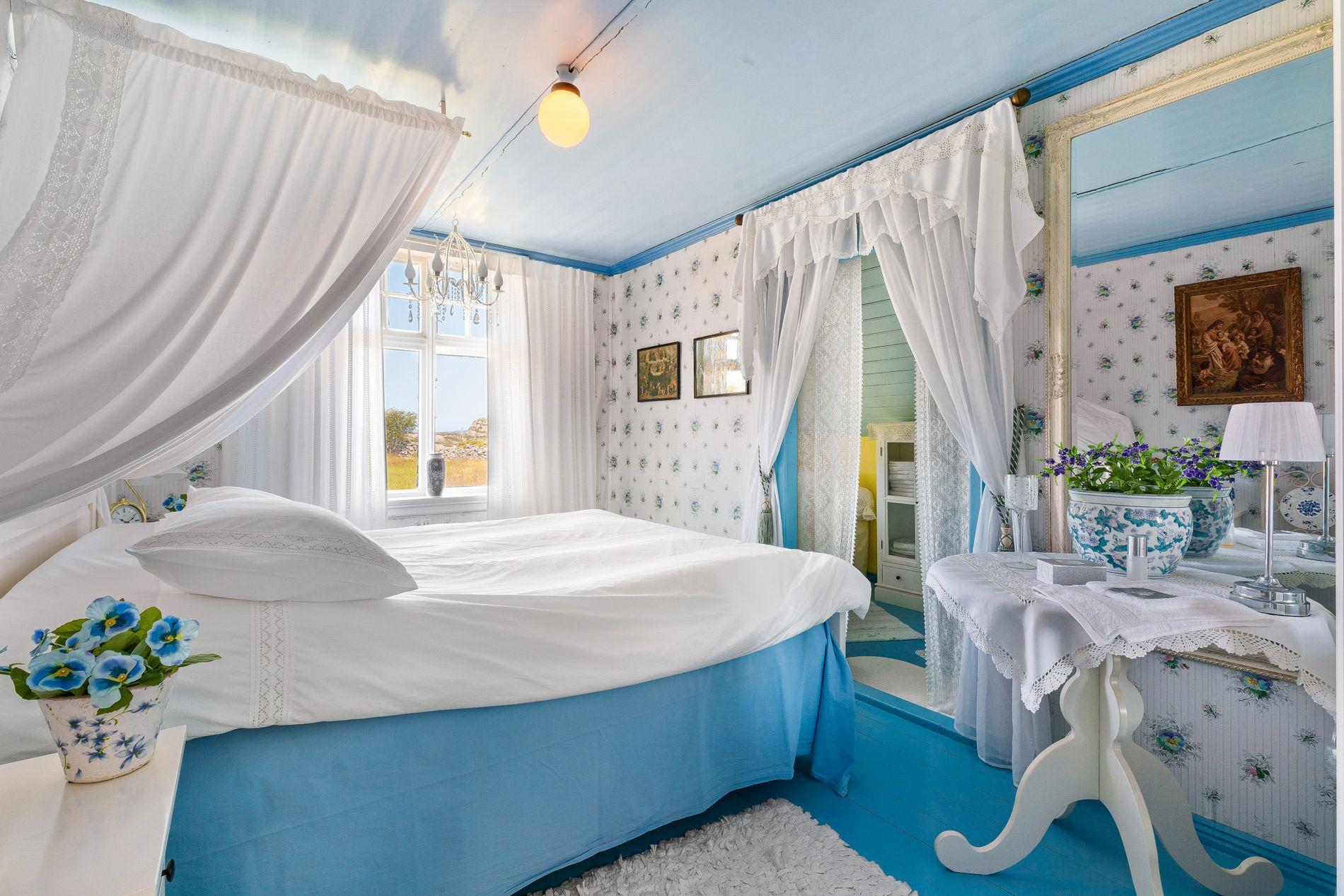 DRØM SØTT: De til sammen fem soverommene i hovedhuset har egne navn; «Nordsalen», «Sørsalen», «Grønnrommet», «Trapperommet» og «Prekerommet».