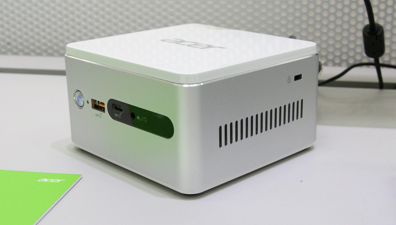 Fronten har vanlig USB og den relativt nye USB Type-C.