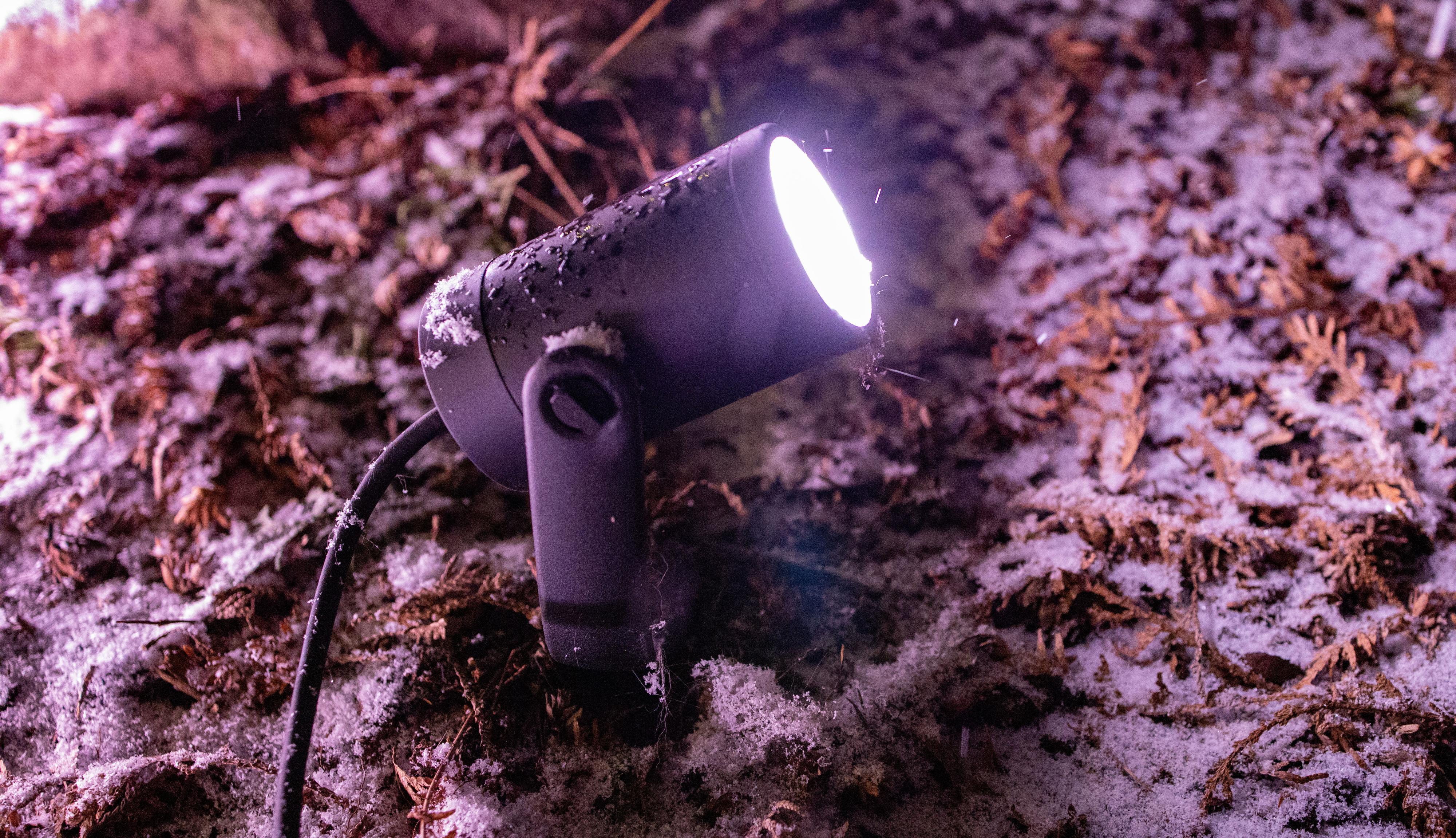 Philips Hue Lily kom i en 3-pakk, men selges også som separate lys.