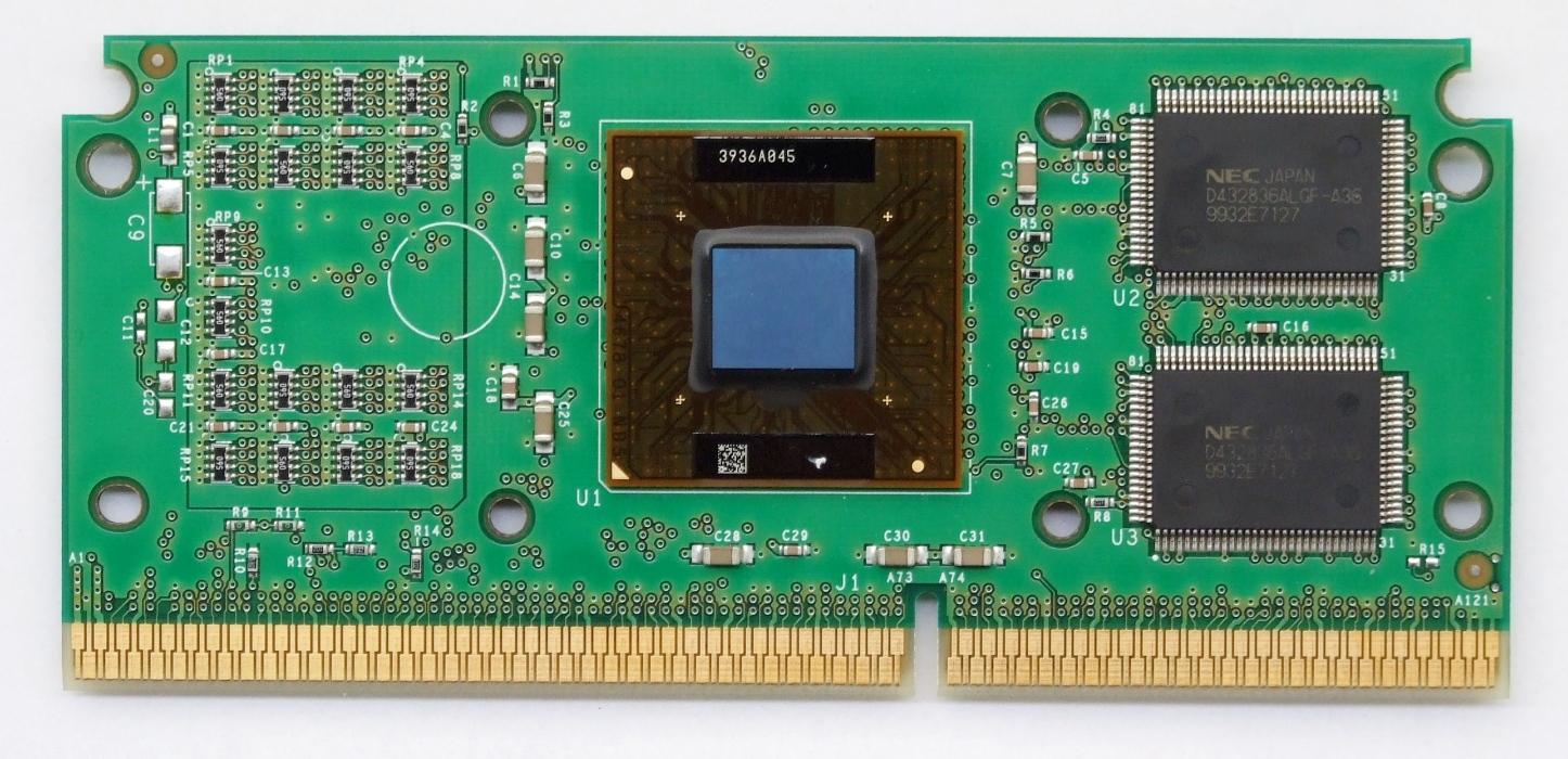 Intel Pentium III «Katmai». Merk den eksterne L2-cachen til høyre for prosessorkjernen.Foto: Appaloosa, Wikimedia Commons