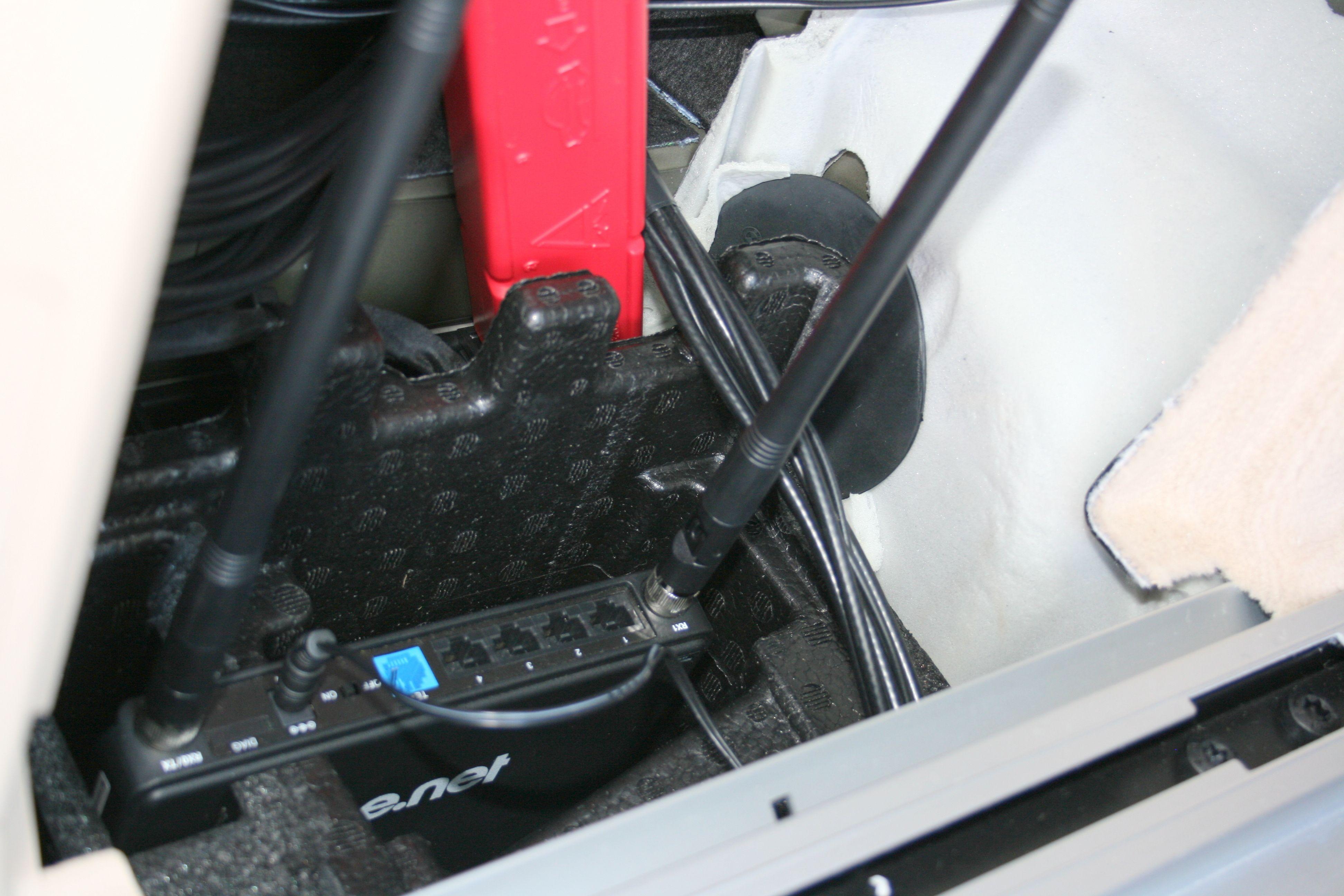 Dekningsbilen har også en Ice-ruter bygget inn i sidepanelet i bagasjerommet.