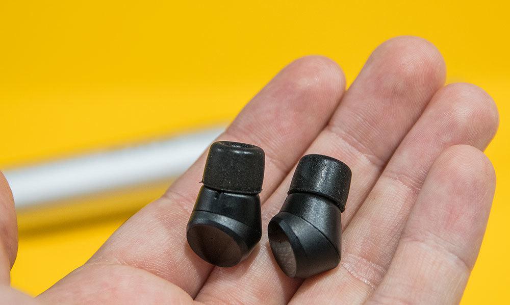 Bortsett fra forgjengerne, M-1, så vet vi ikke om noen trådløse øreplugger som er så små som dette.