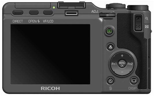 Slik blir baksiden av kameraet seende ut. Legg merke til kontakten for elektronisk søker rett under blitsskoen.