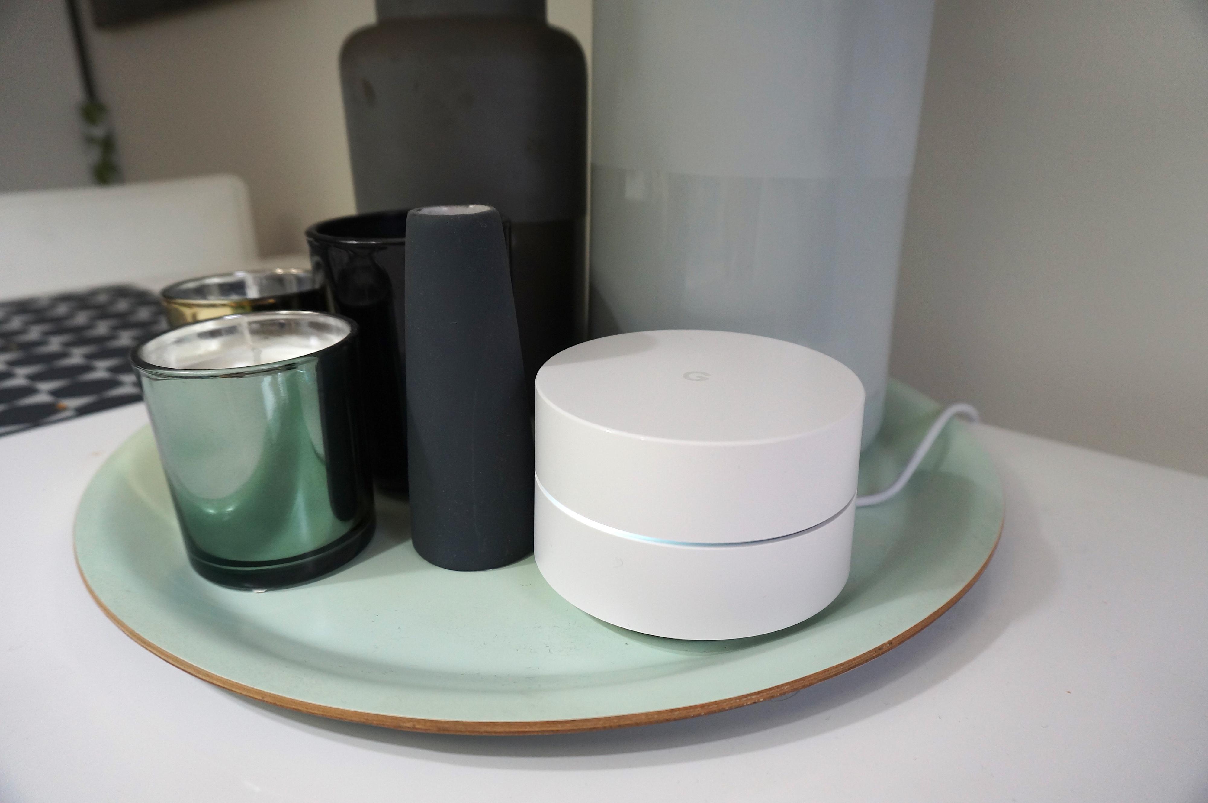 Googles meshsystem Google Wifi er megaenkelt å sette opp og administrere. Google gir rett og slett mange andre en leksjon i brukervennlighet.