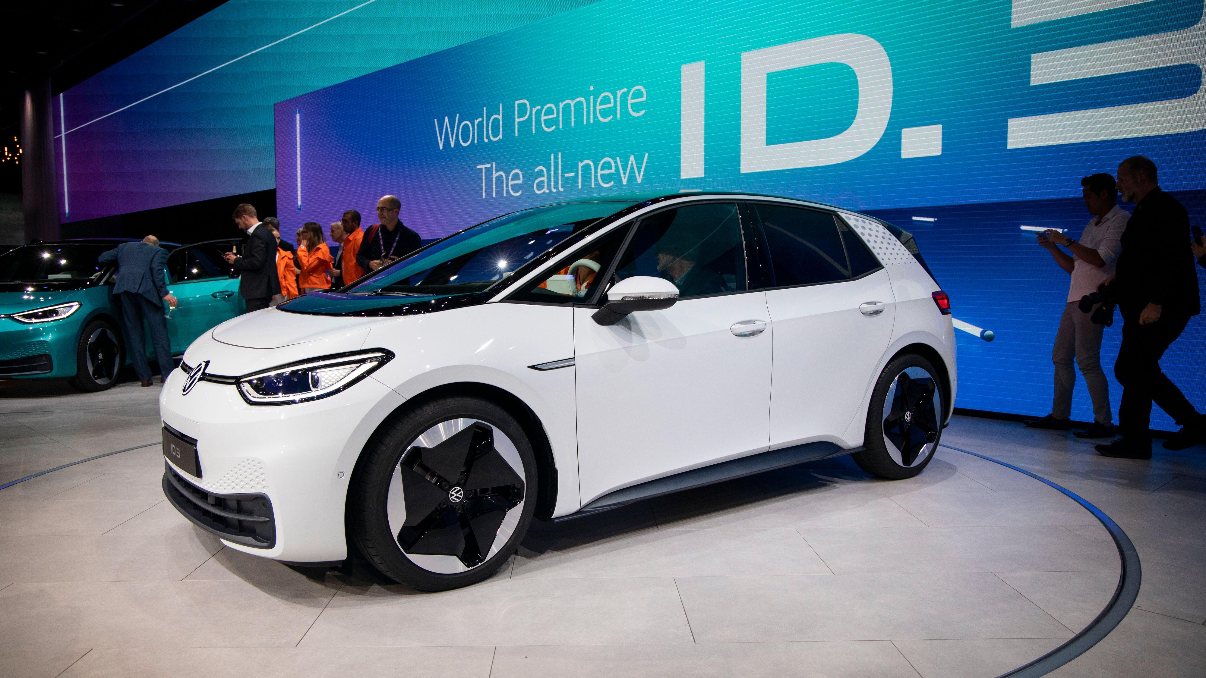 Volkswagen byr på serviceavtale til de som tar levering av ID.3 i oktober - som kompensasjon for at ikke alle funksjoner er på plass ved levering.