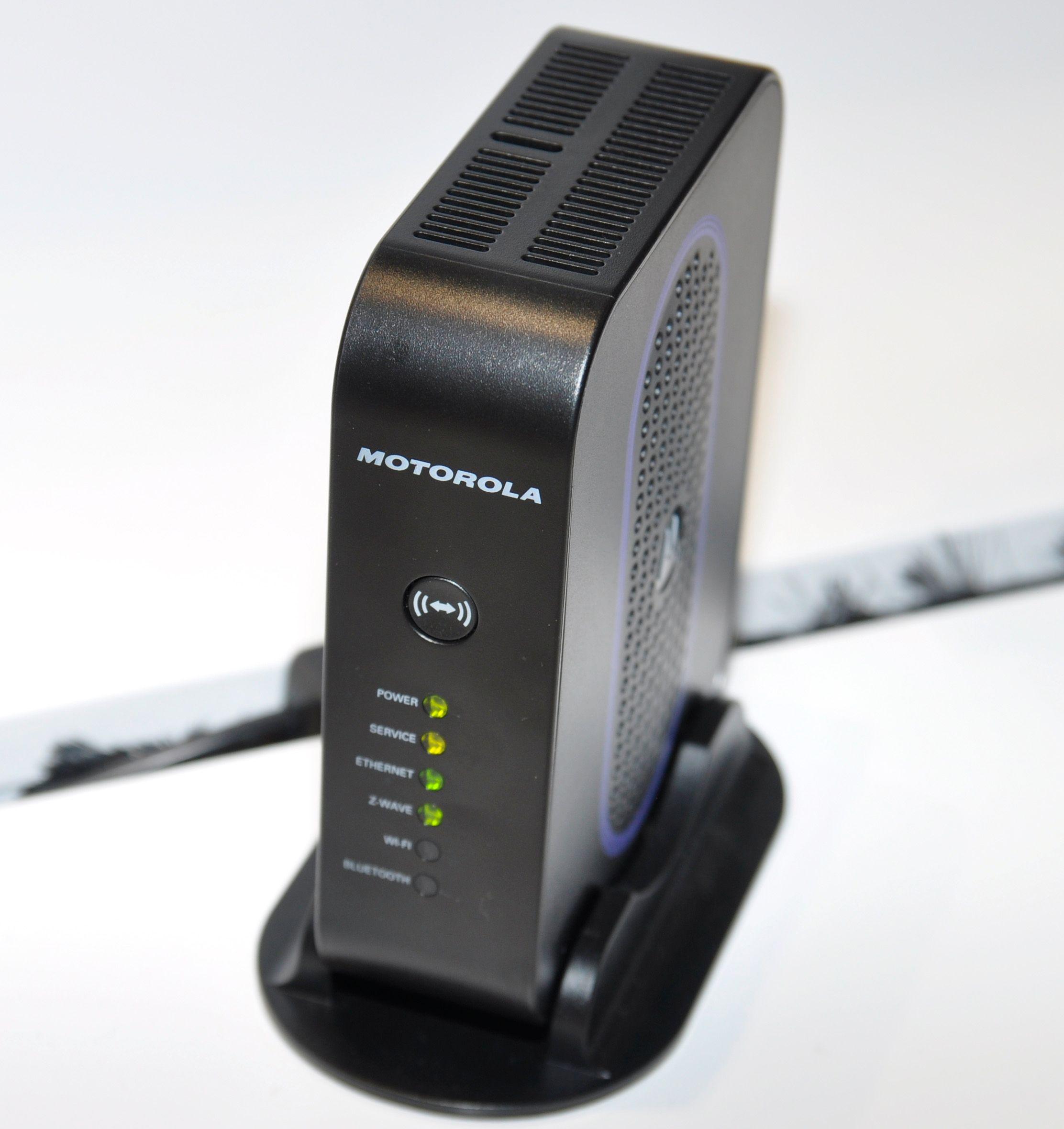 Motorola lager også denne boksen. Den lar deg styre elektronikken hjemme fra mobiltelefonen. I USA selges den med fjernstyrt kontakt og trådløst kamera som en startpakke for under 400 kroner – ulempen er at tjenesten er abonnementsbasert.