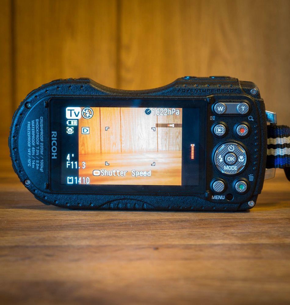 Hvis kameraet står i lukkerprioritetsmodus bruker du «Rec» kanppen for å endre lukkertid. Foto: Kristoffer Møllevik, Tek.no