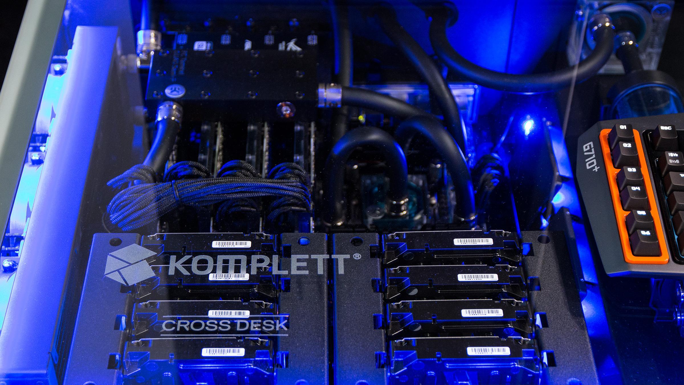 Hver av de to maskinene har 16 terabyte med SSHD-lagring, fordelt over fire disker, i tillegg til sine egne SSD-er.Foto: Ole Henrik Johansen, Hardware.no