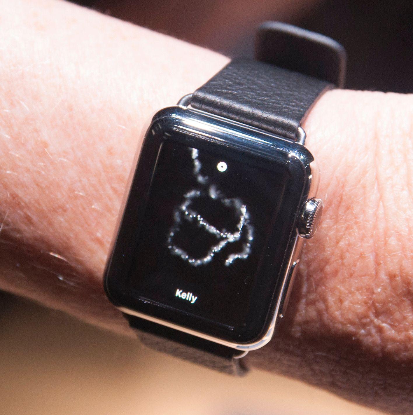 Du kan sende enkle bildemeldinger med Apple Watch. Her forsøkte vår hjelper å tegne en kaffekopp.Foto: Finn Jarle Kvalheim, Amobil.no